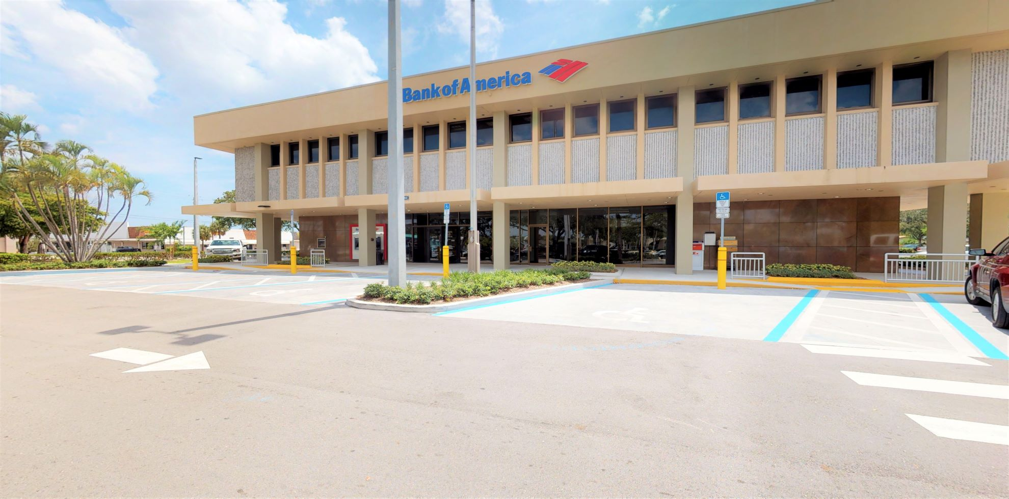 Bank of America financial center with drive-thru ATM | 1000 S Federal Hwy, Deerfield Beach, FL 33441