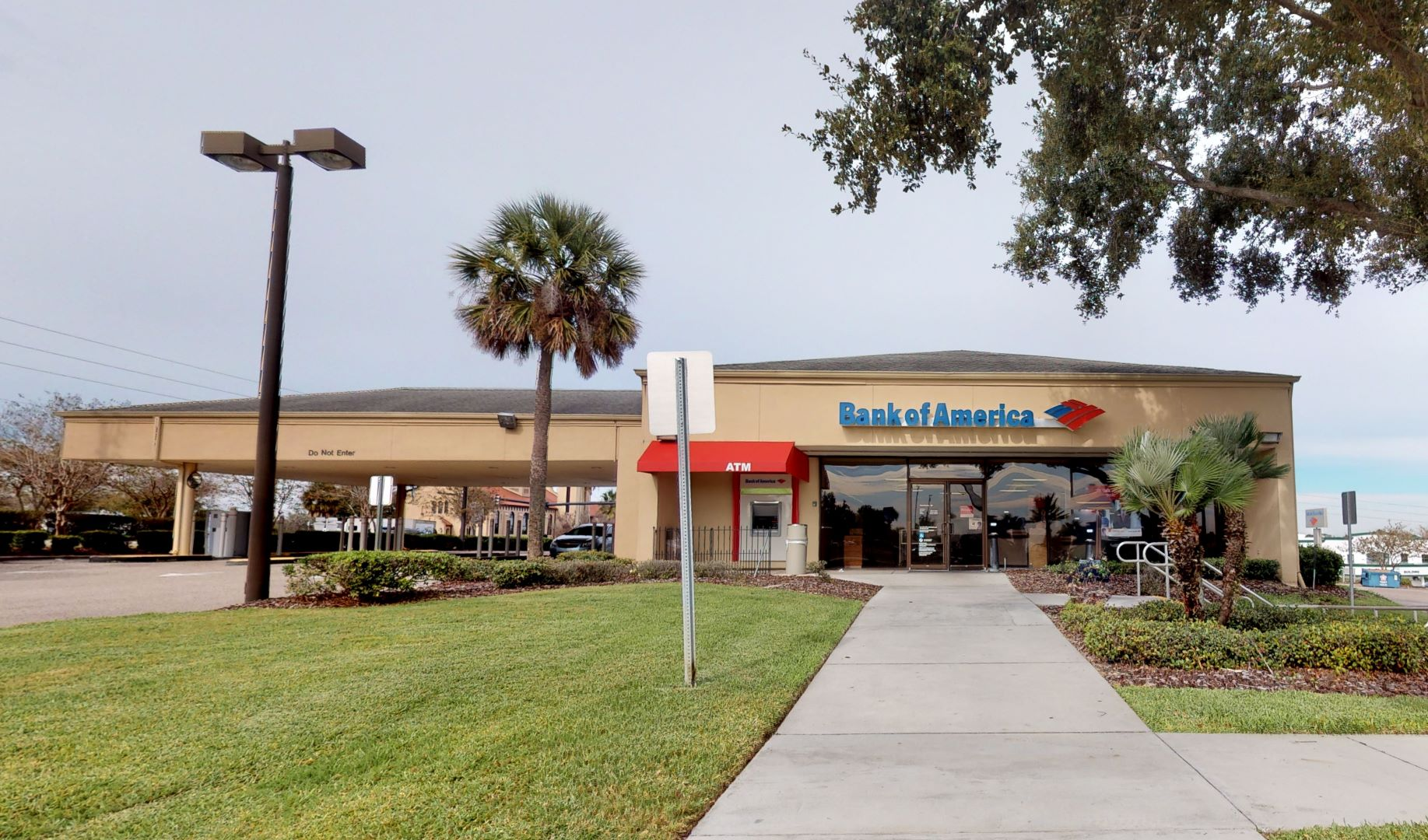 Bank of America financial center with drive-thru ATM and teller | 1100 State Road 60 E, Lake Wales, FL 33853