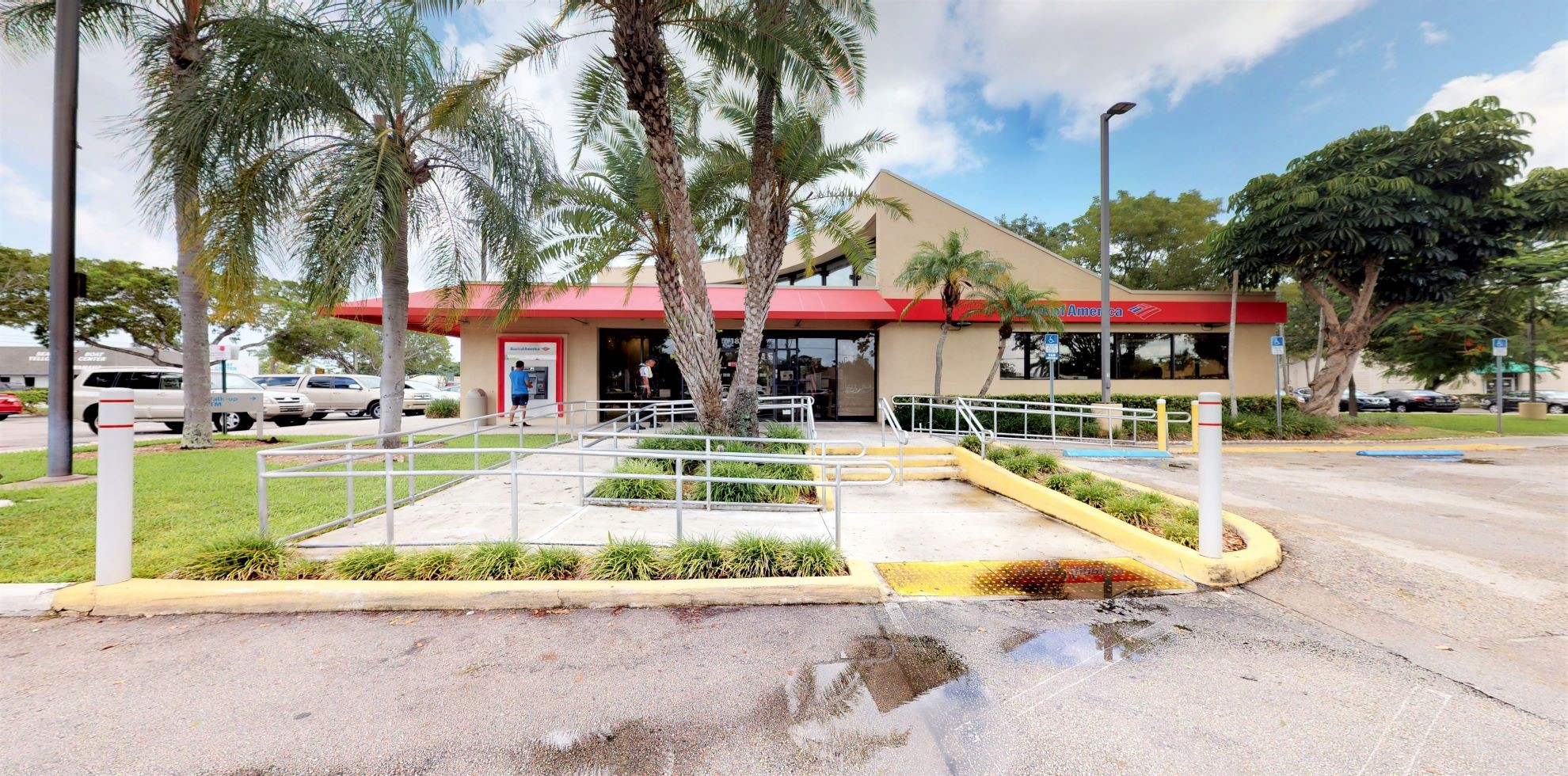 Bank of America financial center with drive-thru ATM and teller | 18341 S Dixie Hwy, Perrine, FL 33157
