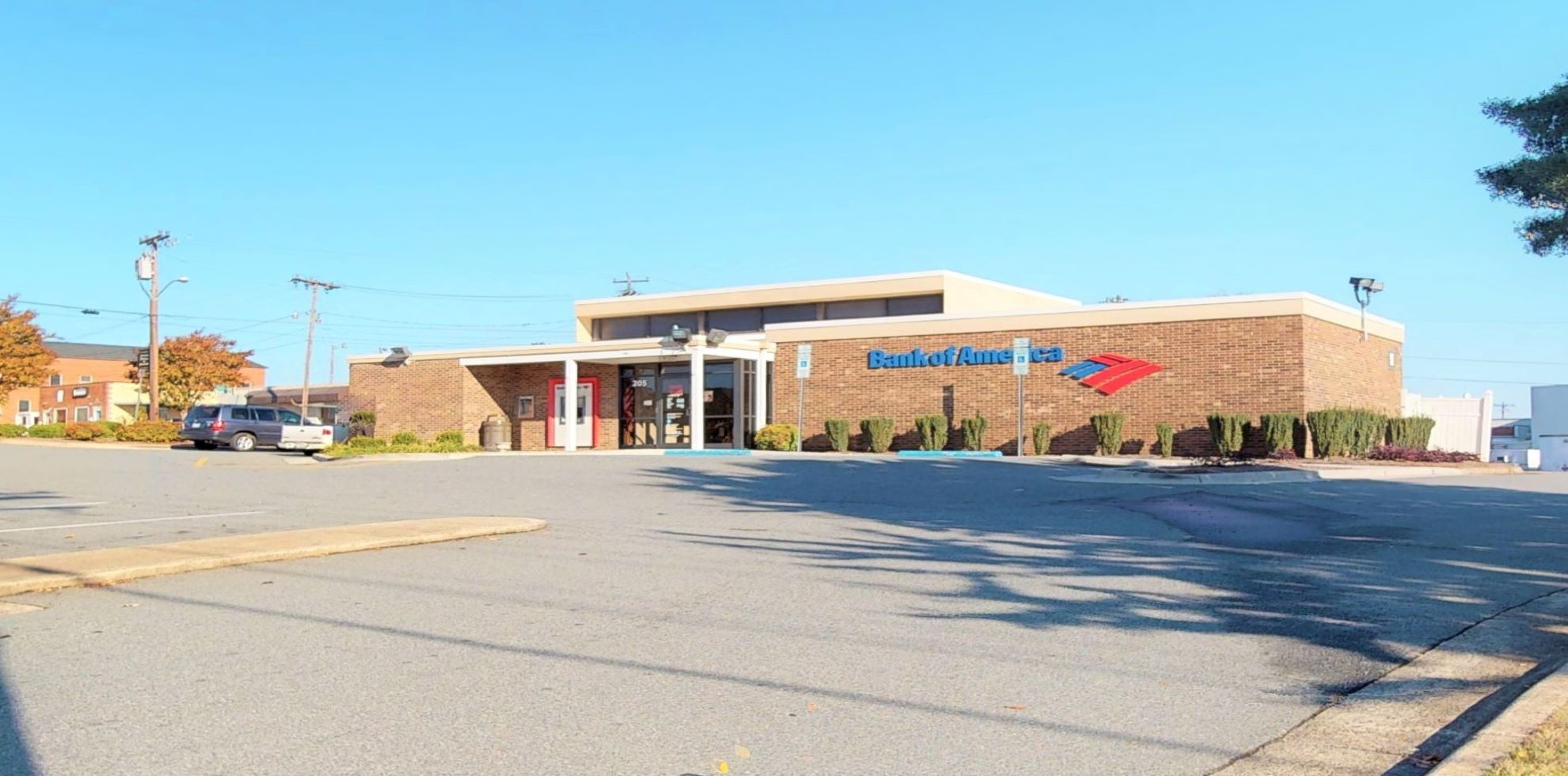 Bank of America financial center with drive-thru ATM and teller | 205 E Mountain St, Kernersville, NC 27284