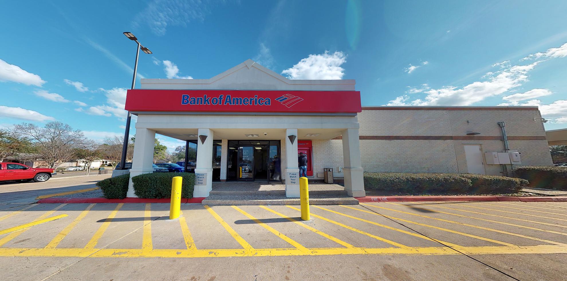 Bank of America financial center with drive-thru ATM | 7500 Fondren Rd, Houston, TX 77074