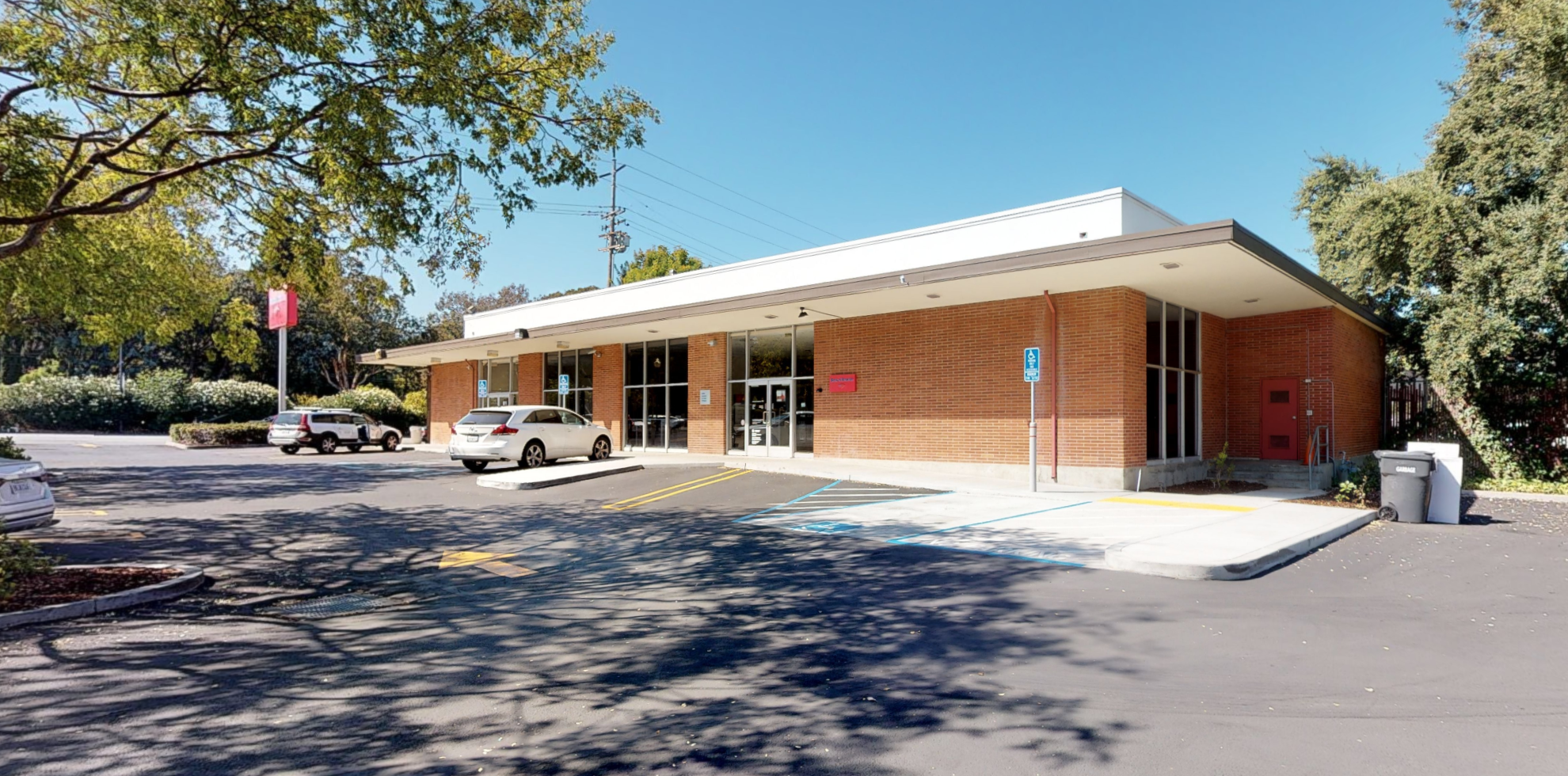 Bank of America financial center with walk-up ATM | 901 Fremont Ave, Los Altos, CA 94024