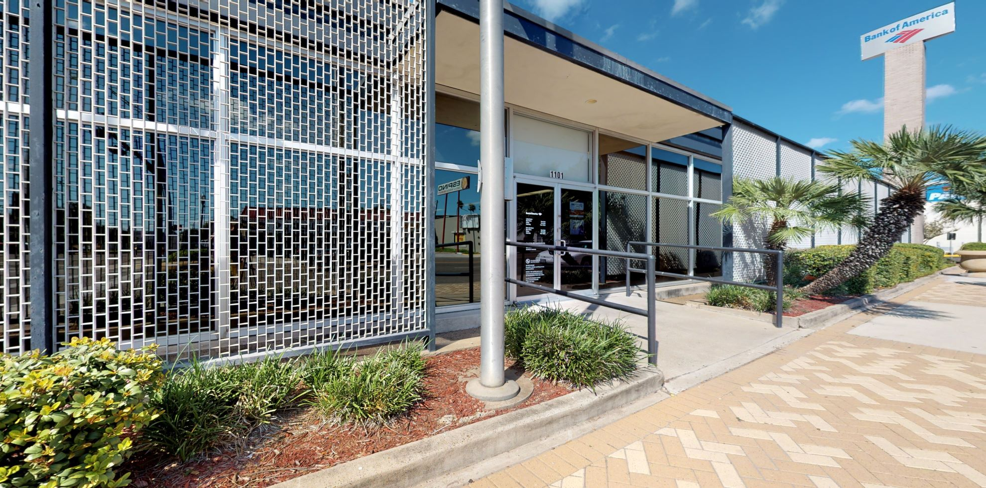 Bank of America financial center with drive-thru ATM and teller | 1101 N Conway Ave, Mission, TX 78572