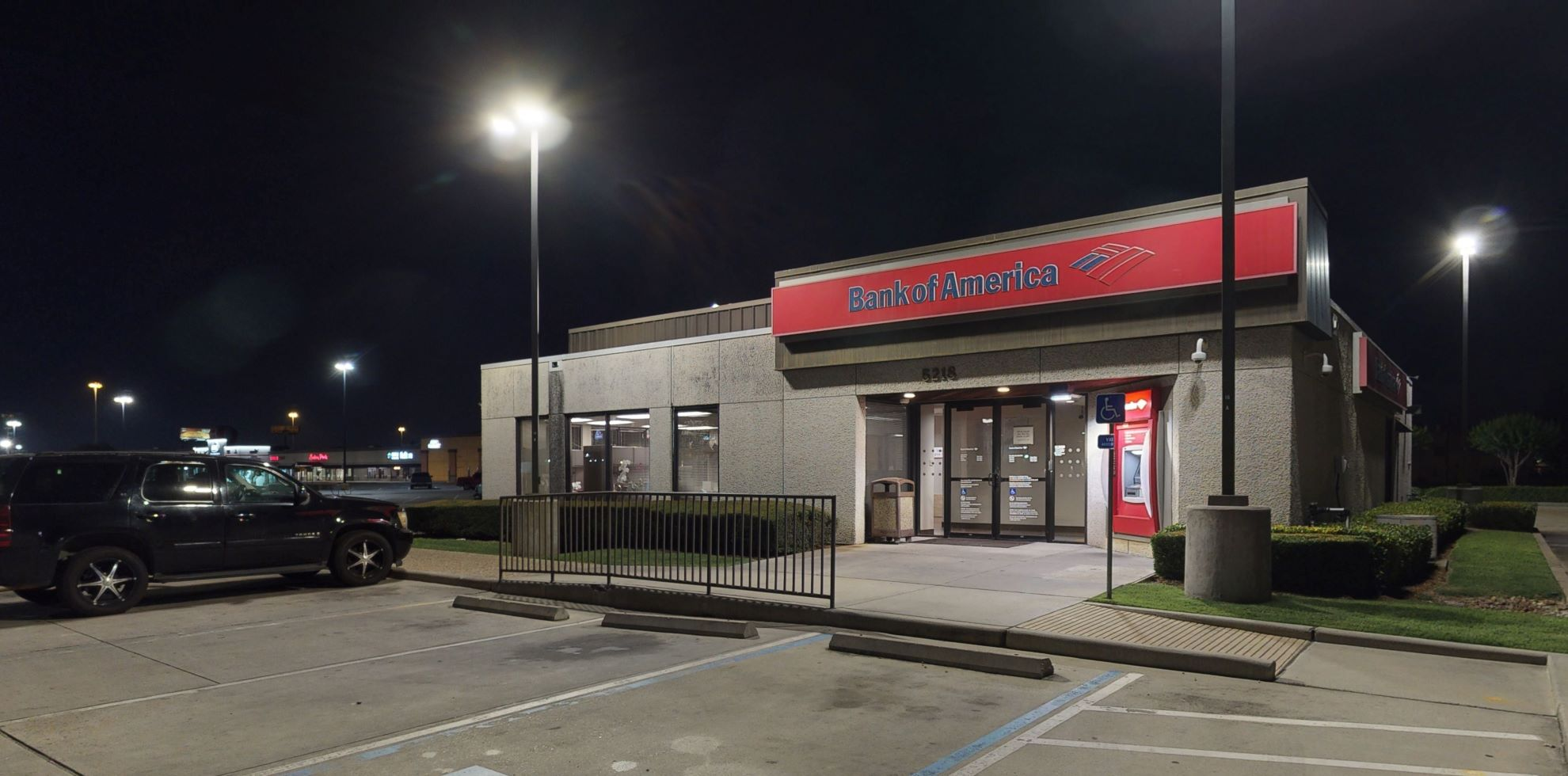 Bank of America financial center with drive-thru ATM   5218 W 34th St, Houston, TX 77092