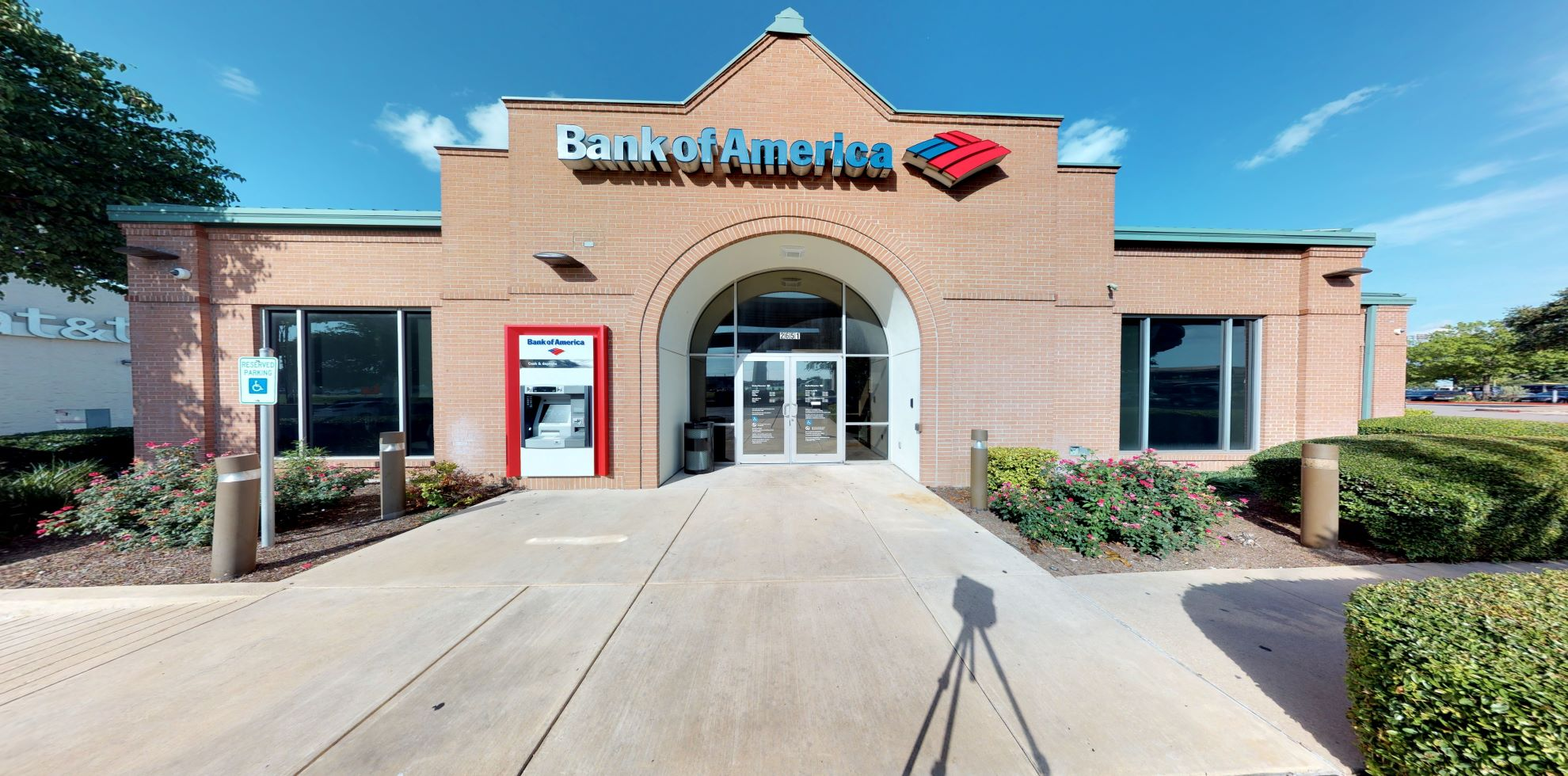 Bank of America financial center with drive-thru ATM and teller | 2651 S IH 35, Round Rock, TX 78664
