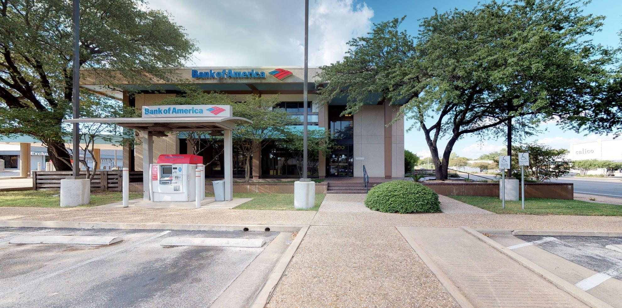 Bank of America financial center with drive-thru ATM | 7900 Shoal Creek Blvd, Austin, TX 78757
