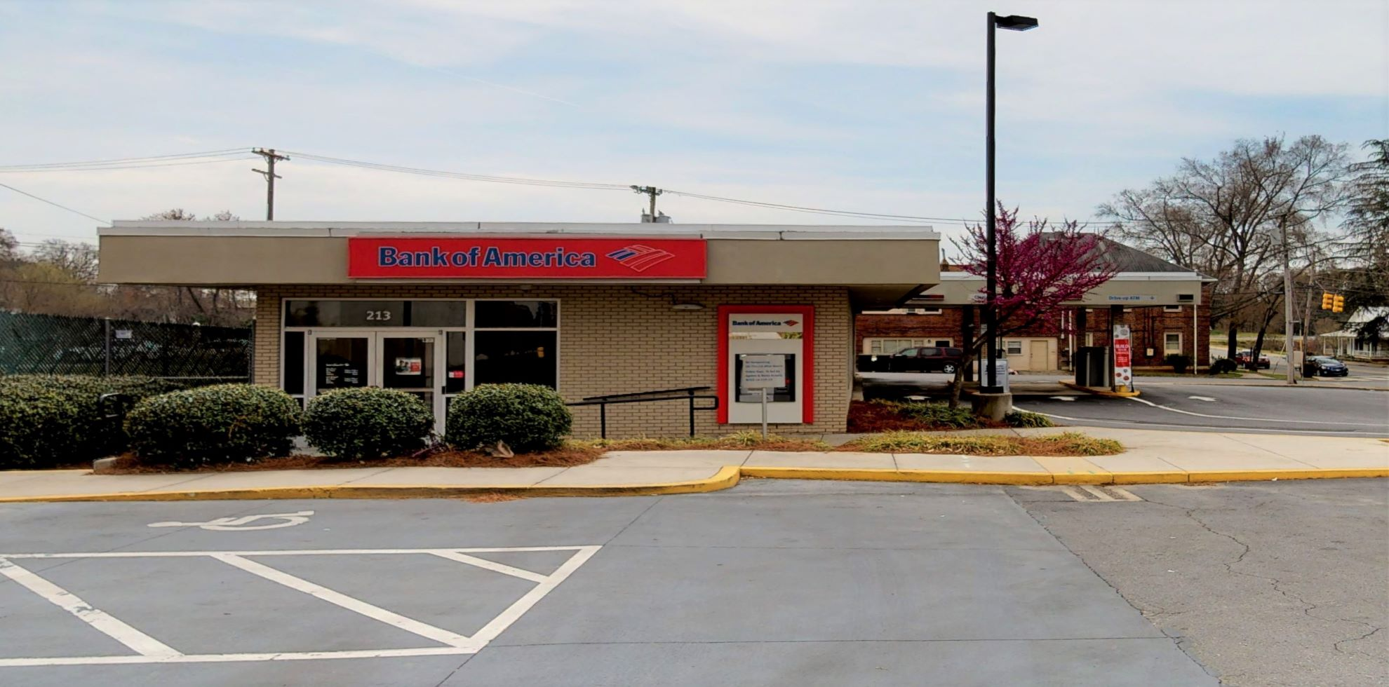 Bank of America financial center with drive-thru ATM and teller | 213 S Aspen St, Lincolnton, NC 28092