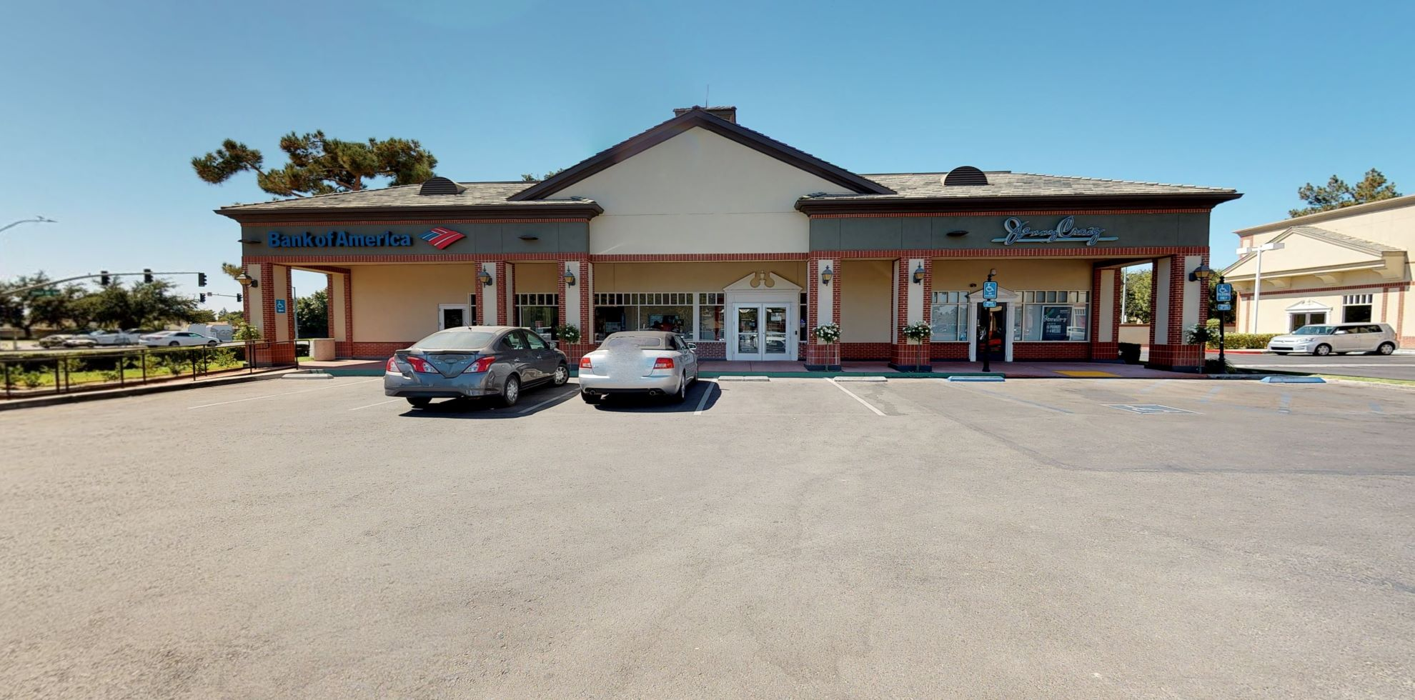 Bank of America financial center with walk-up ATM   9000 Ming Ave STE R3, Bakersfield, CA 93311