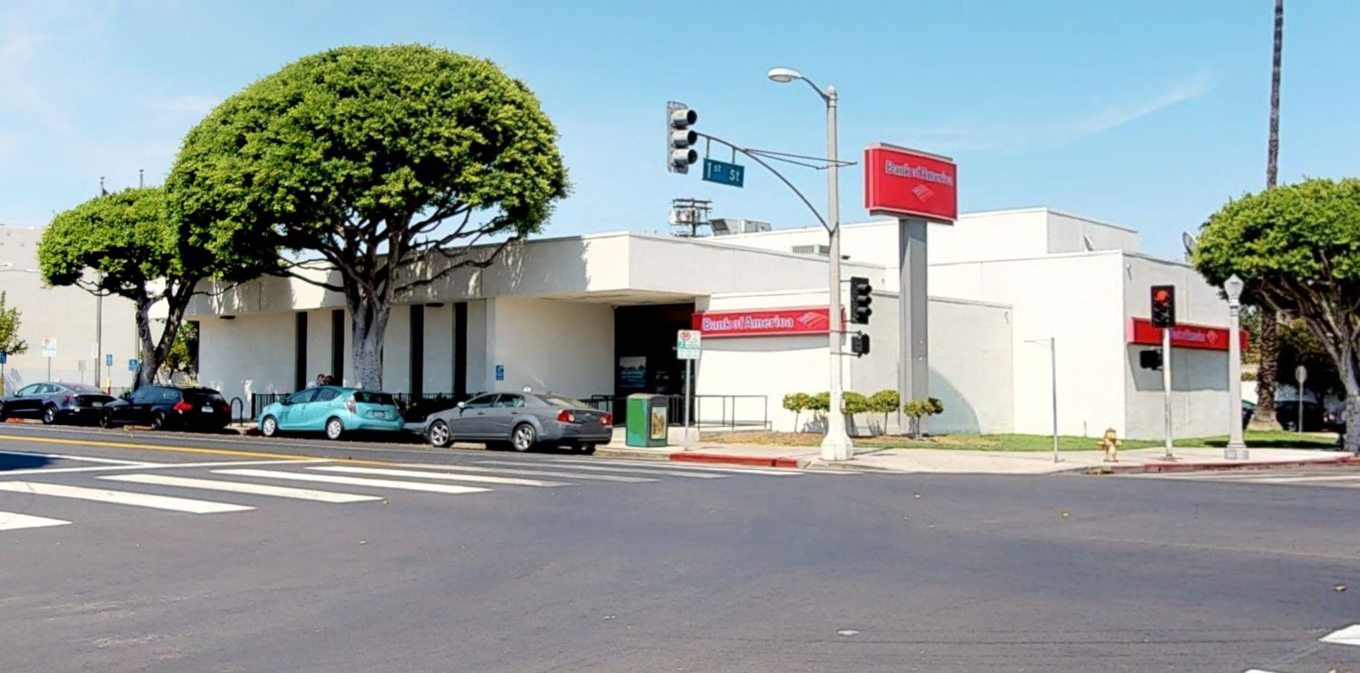 Bank of America financial center with walk-up ATM   100 N Larchmont Blvd, Los Angeles, CA 90004