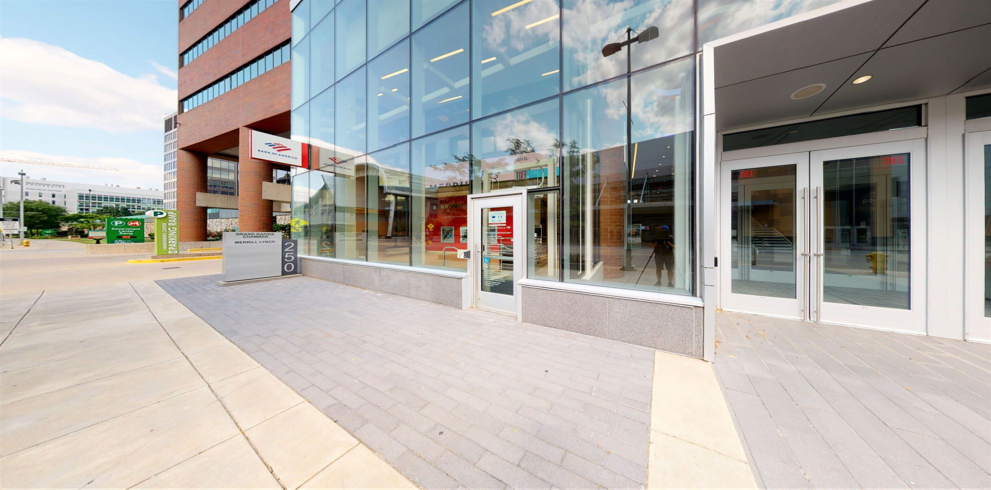 Bank of America Advanced Center with walk-up ATM | 250 Monroe Ave NW, Grand Rapids, MI 49503