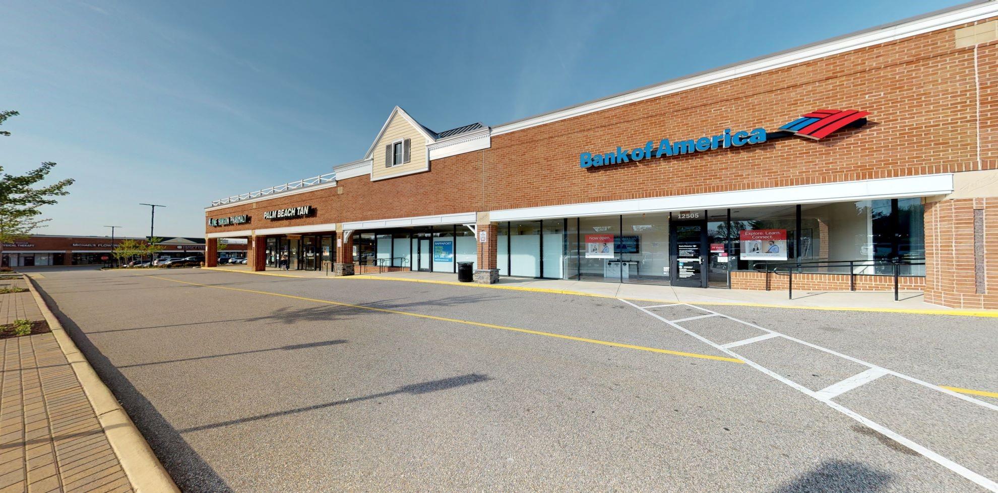 Bank of America Advanced Center with walk-up ATM | 12505 Dillingham Sq, Woodbridge, VA 22192