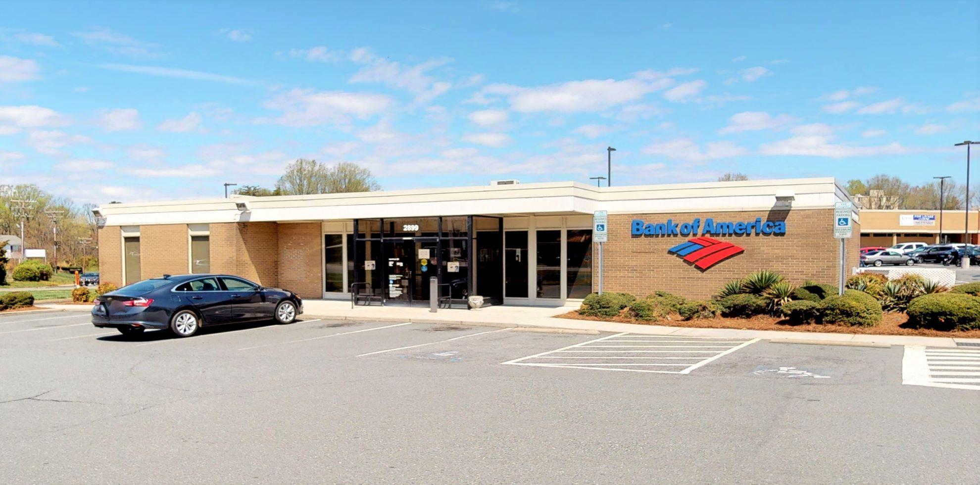 Bank of America financial center with drive-thru ATM | 2899 Reynolda Rd, Winston Salem, NC 27106