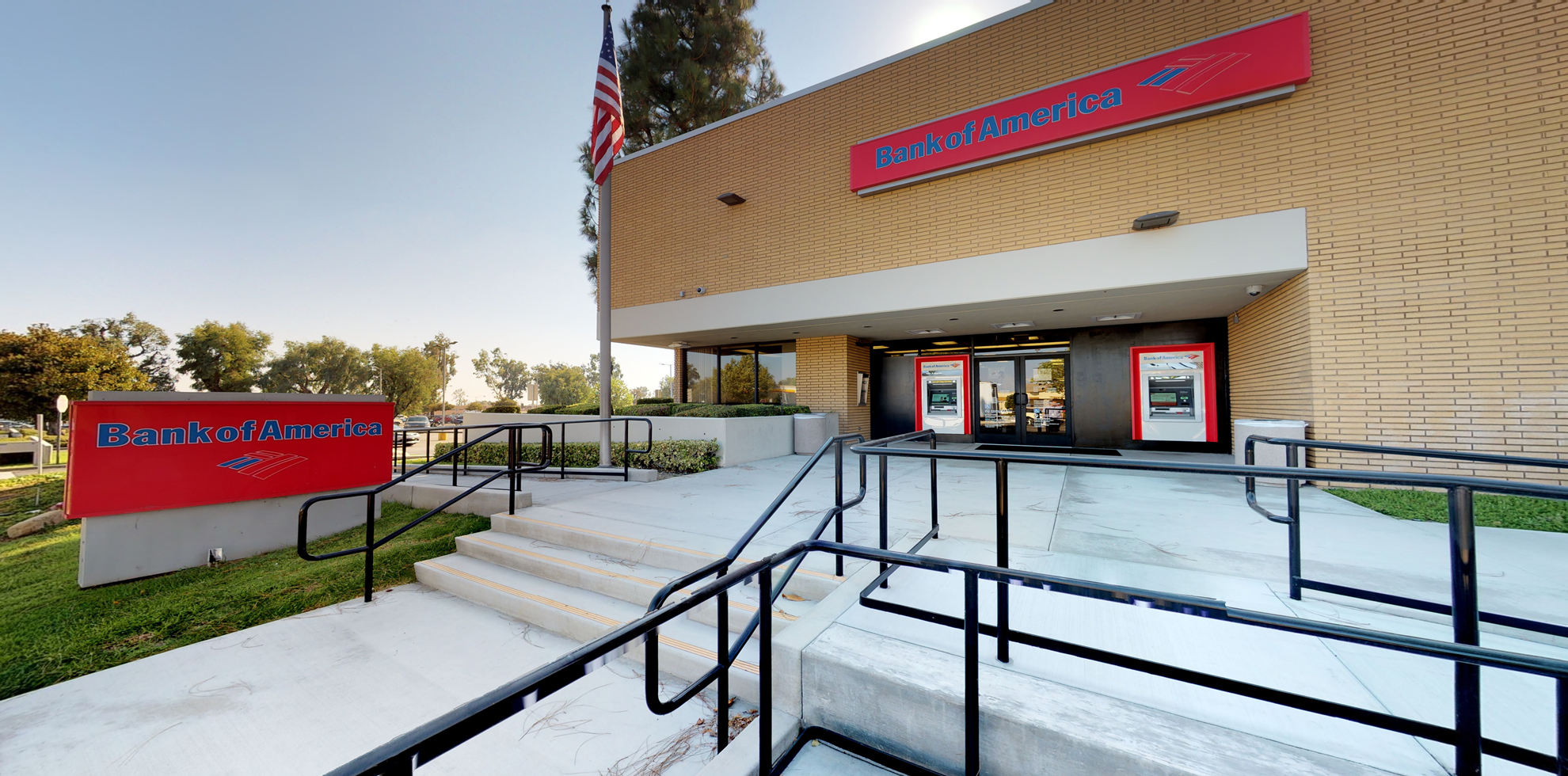 Bank of America financial center with drive-thru ATM | 1211 W Foothill Blvd, Upland, CA 91786