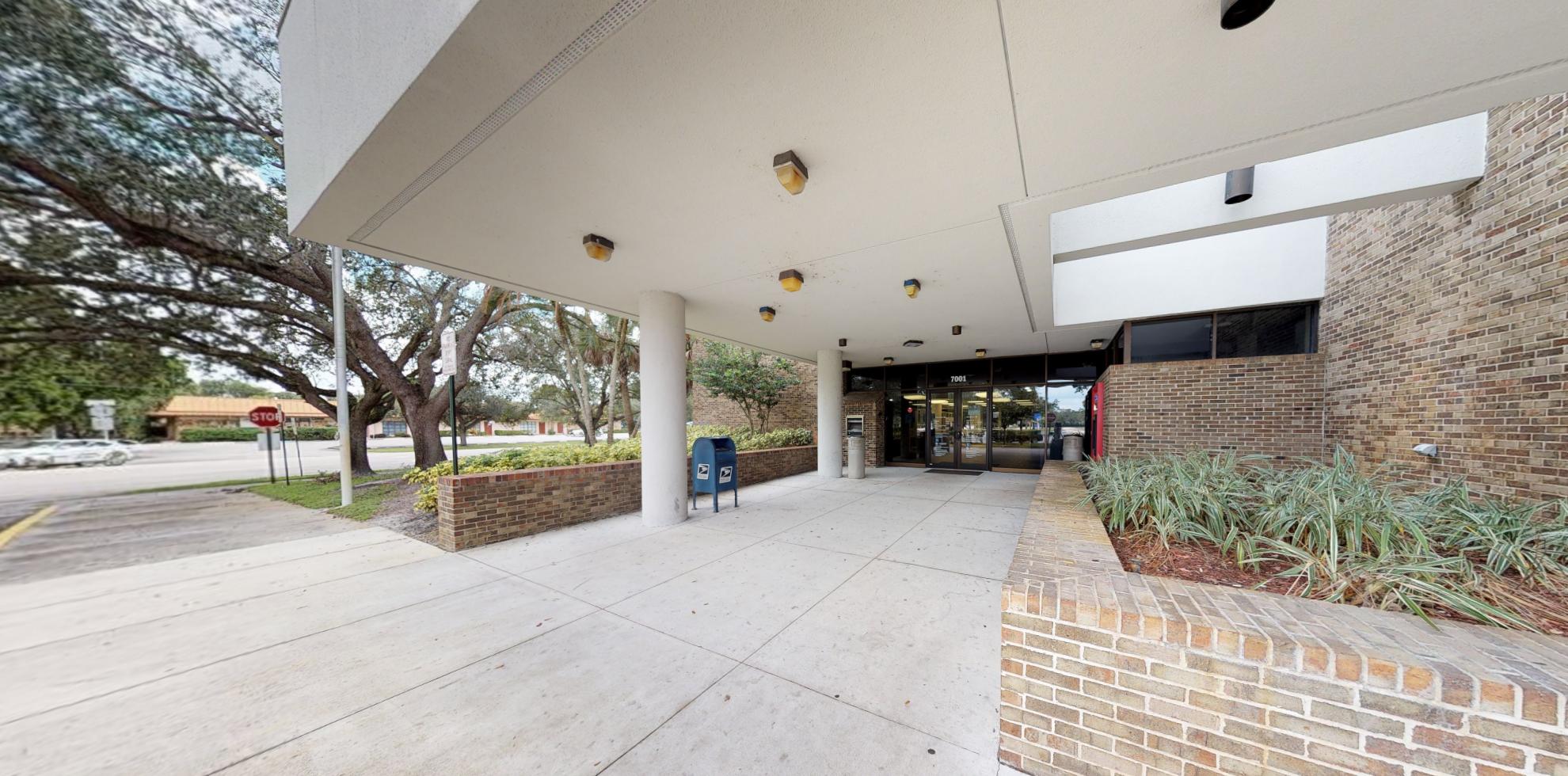 Bank of America financial center with drive-thru ATM   7001 W Broward Blvd, Plantation, FL 33317