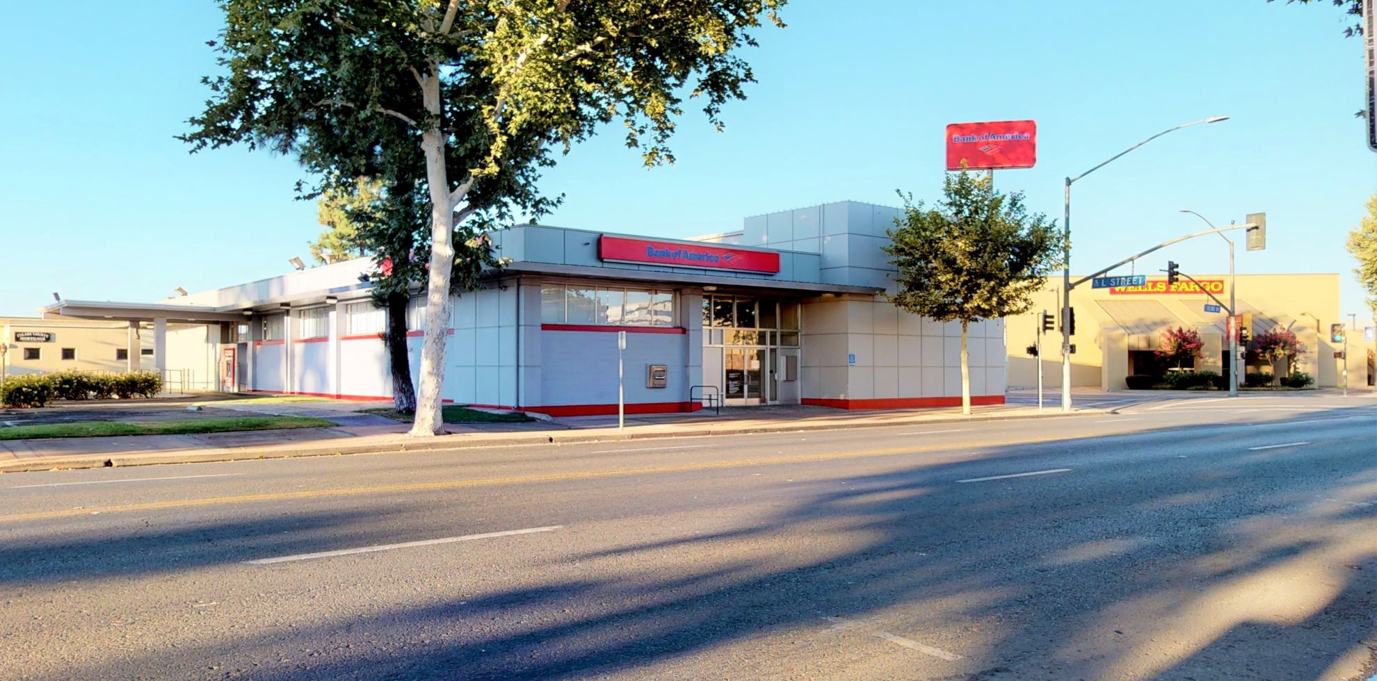 Bank of America financial center with drive-thru ATM | 303 E Tulare Ave, Tulare, CA 93274