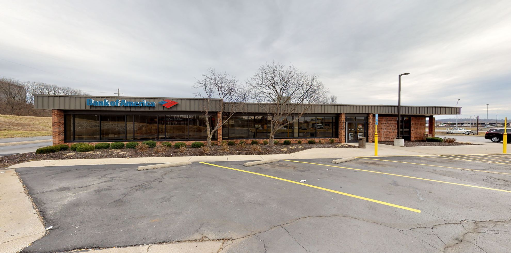 Bank of America financial center with drive-thru ATM   2260 Armour Rd, North Kansas City, MO 64116