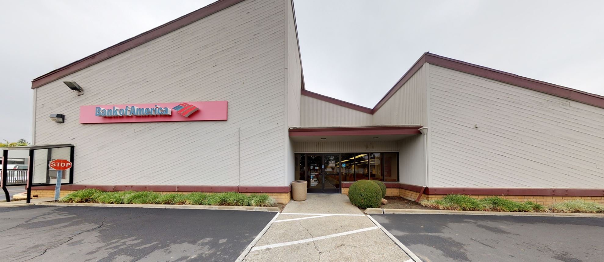 Bank of America financial center with drive-thru ATM | 50 W Main St, Woodland, CA 95695