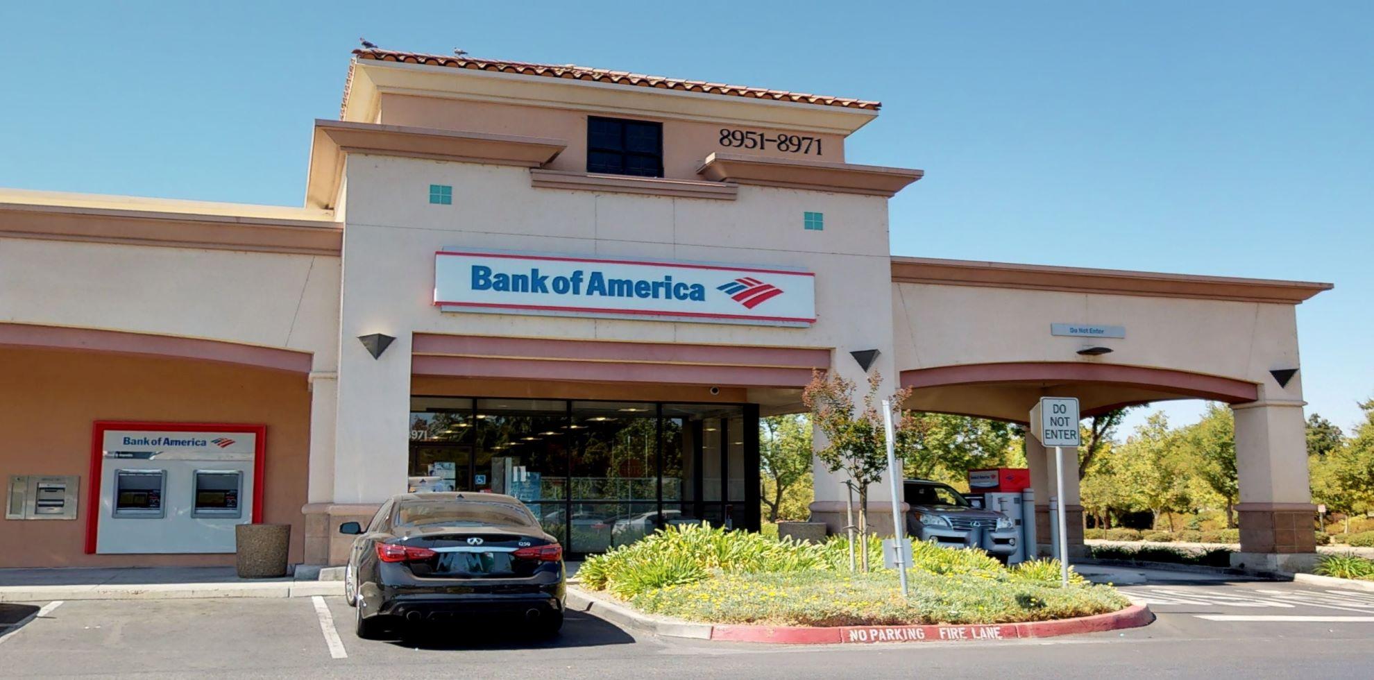 Bank of America financial center with drive-thru ATM   8971 N Cedar Ave, Fresno, CA 93720