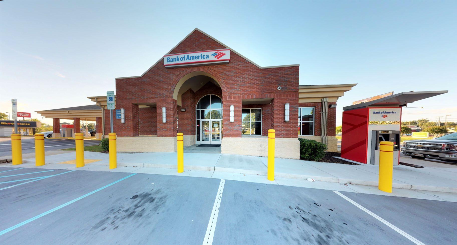 Bank of America financial center with drive-thru ATM and teller | 2126 Gunbarrel Rd, Chattanooga, TN 37421