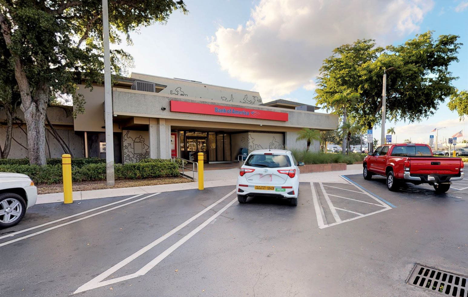 Bank of America financial center with drive-thru ATM | 16320 NW 57th Ave, Hialeah, FL 33014