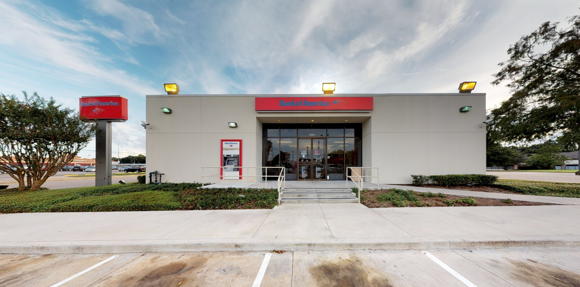 Bank of America financial center with drive-thru ATM | 2223 Gessner Rd, Houston, TX 77080