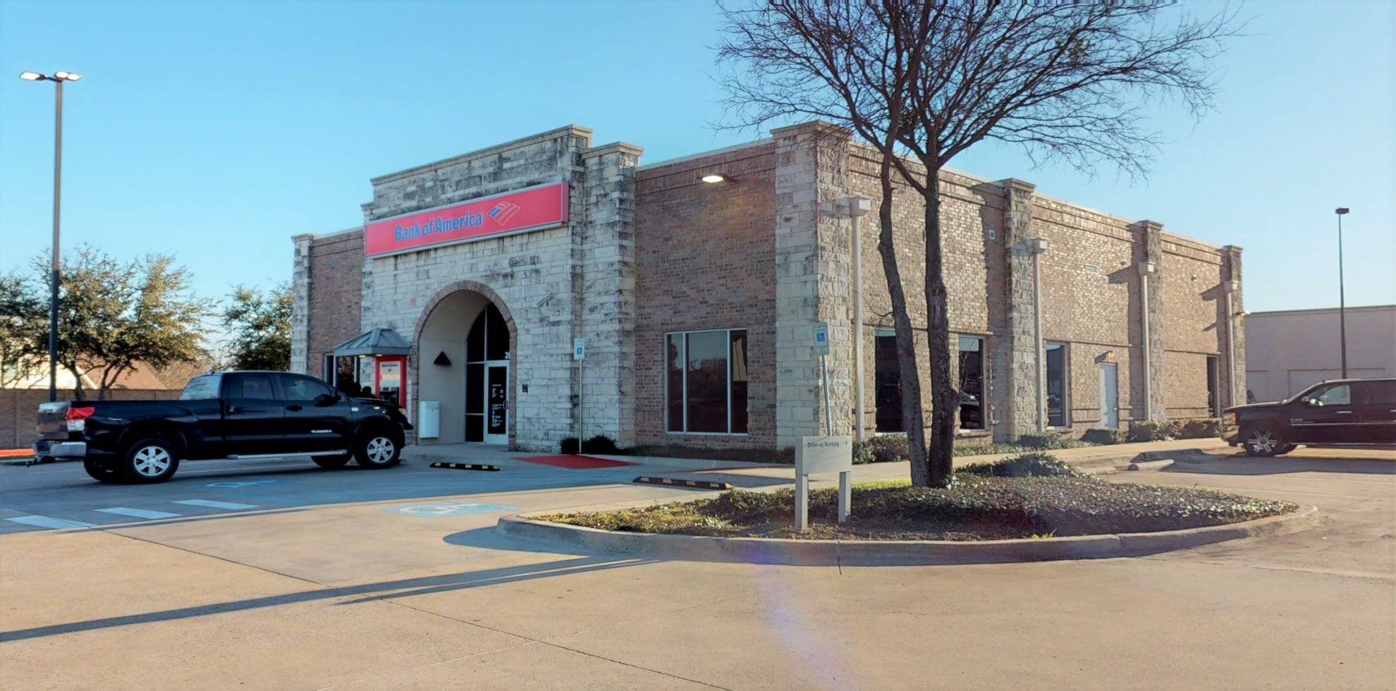 Bank of America financial center with drive-thru ATM | 2821 Matlock Rd, Mansfield, TX 76063
