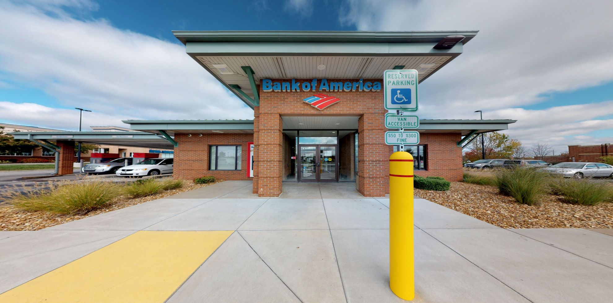 Bank of America financial center with drive-thru ATM | 8440 W 135th St, Overland Park, KS 66223
