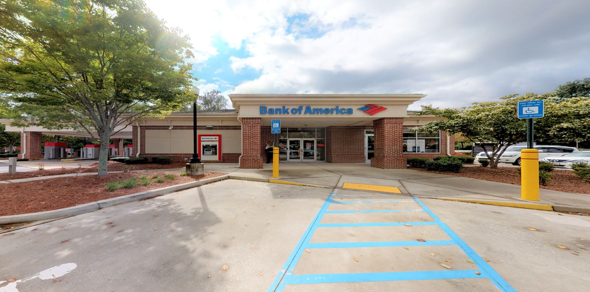 Bank of America financial center with drive-thru ATM | 700 W Crossville Rd, Roswell, GA 30075