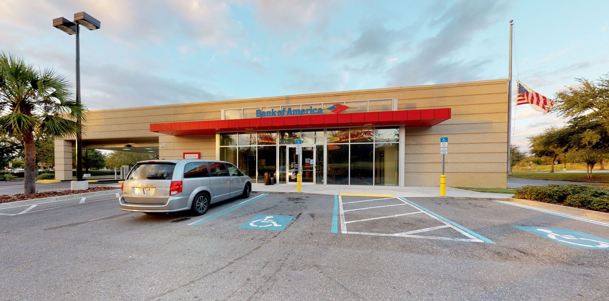Bank of America financial center with drive-thru ATM and teller | 2483 E Gulf To Lake Hwy, Inverness, FL 34453