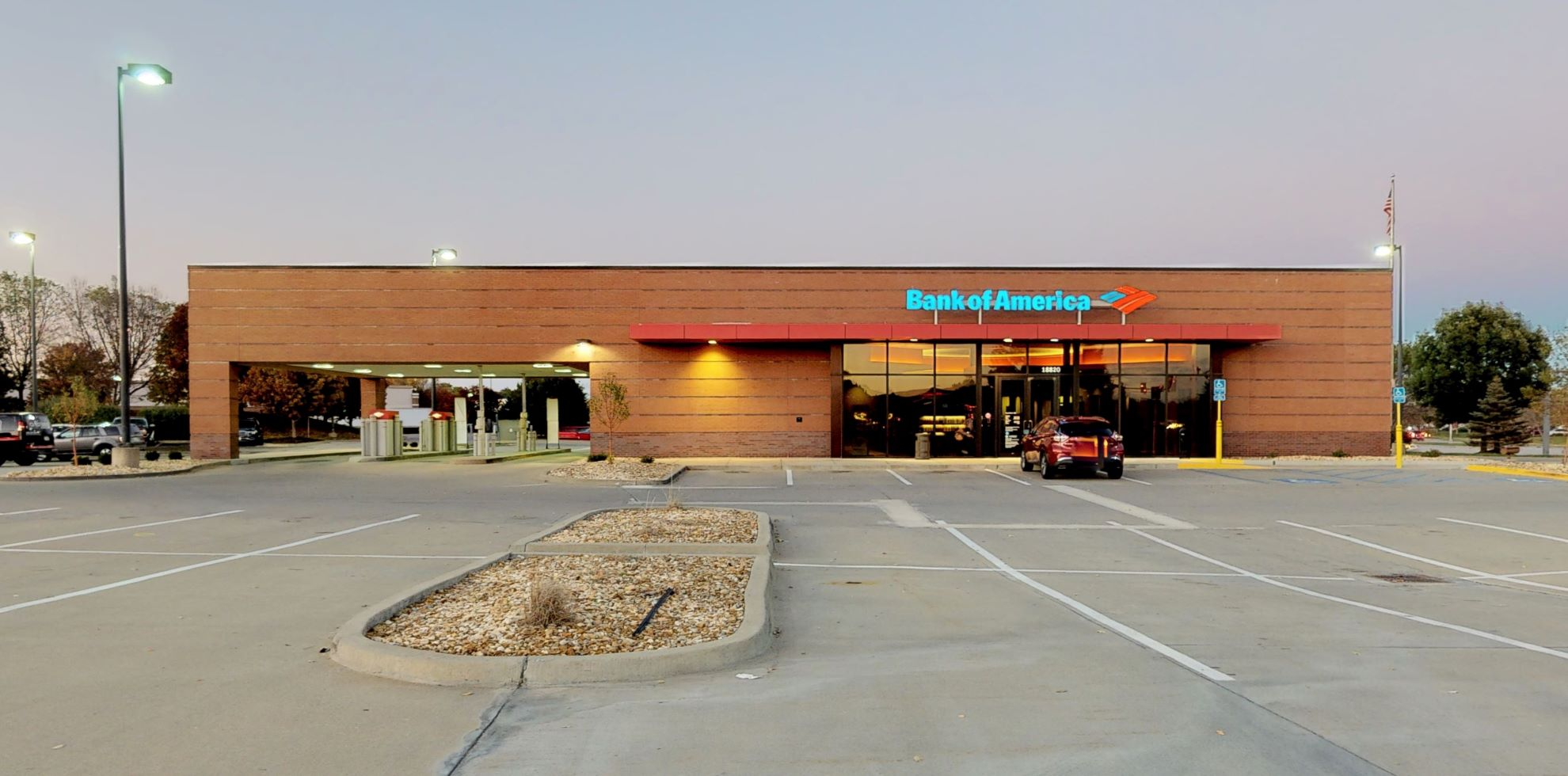 Bank of America financial center with drive-thru ATM | 18820 E US Highway 40, Independence, MO 64055