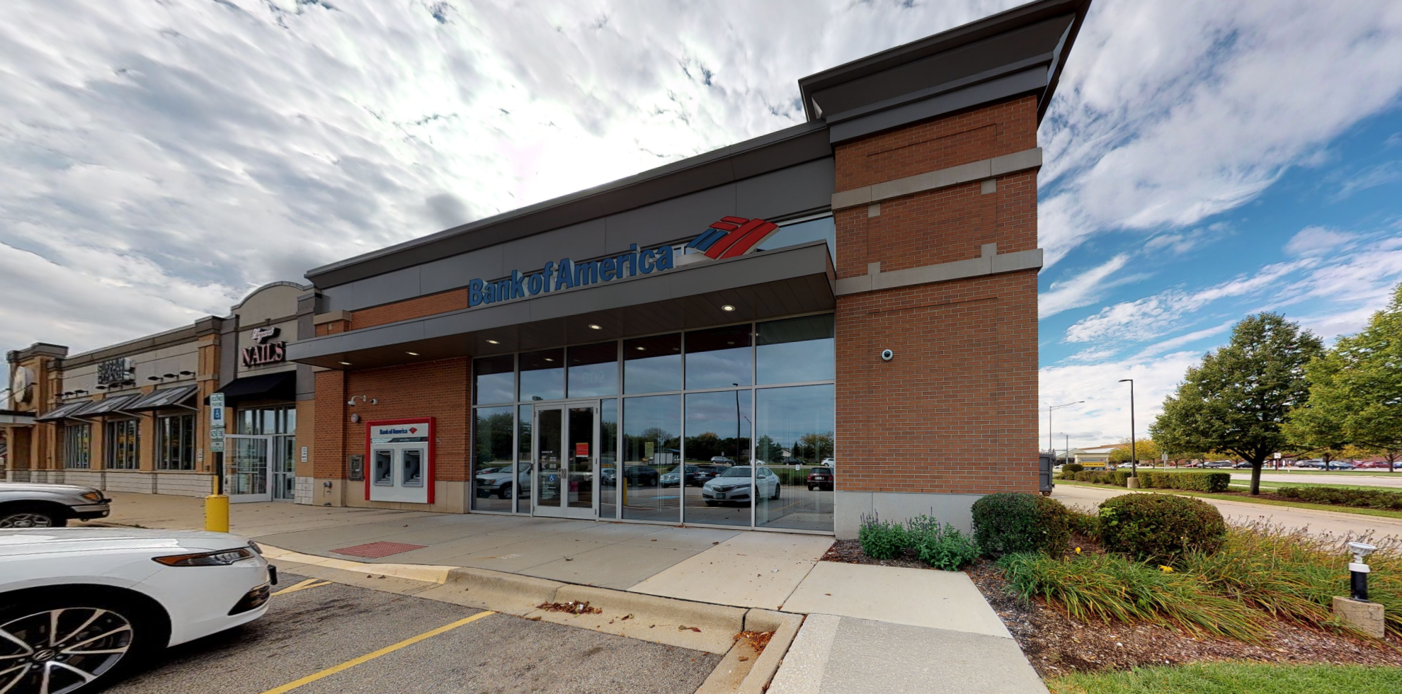 Bank of America financial center with drive-thru ATM and teller | 802 Commons Dr, Geneva, IL 60134