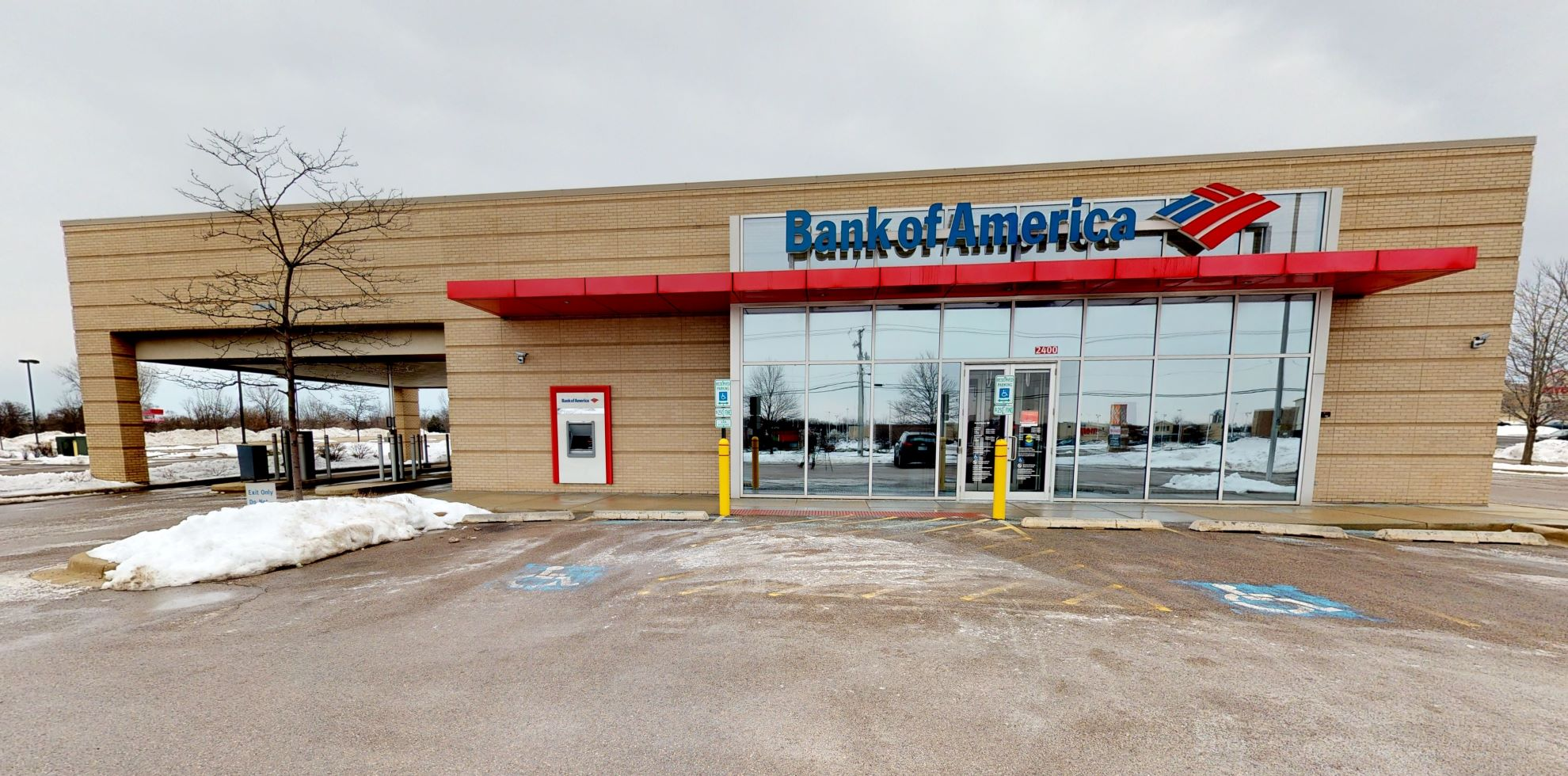 Bank of America financial center with drive-thru ATM and teller | 2400 N Richmond Rd 1st Floor, McHenry, IL 60051
