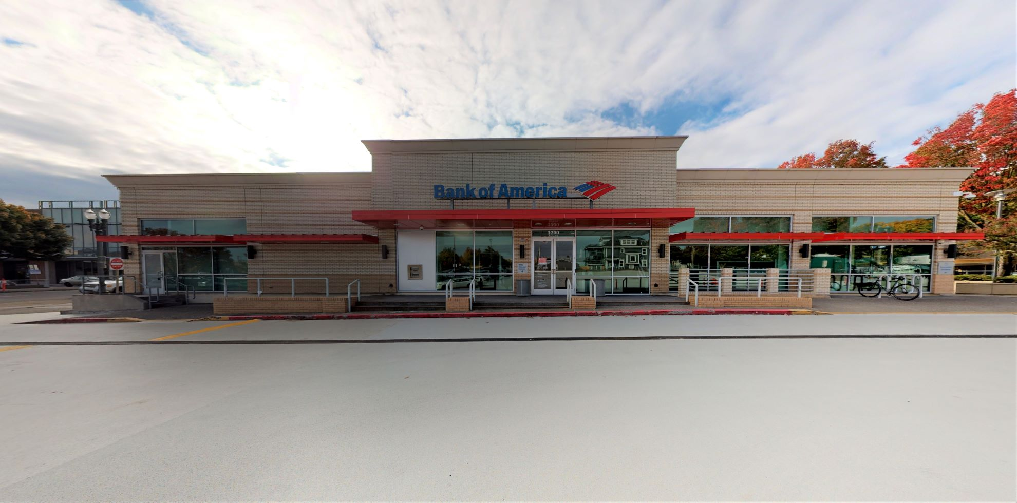 Bank of America financial center with walk-up ATM | 1200 NE Broadway St STE 50, Portland, OR 97232