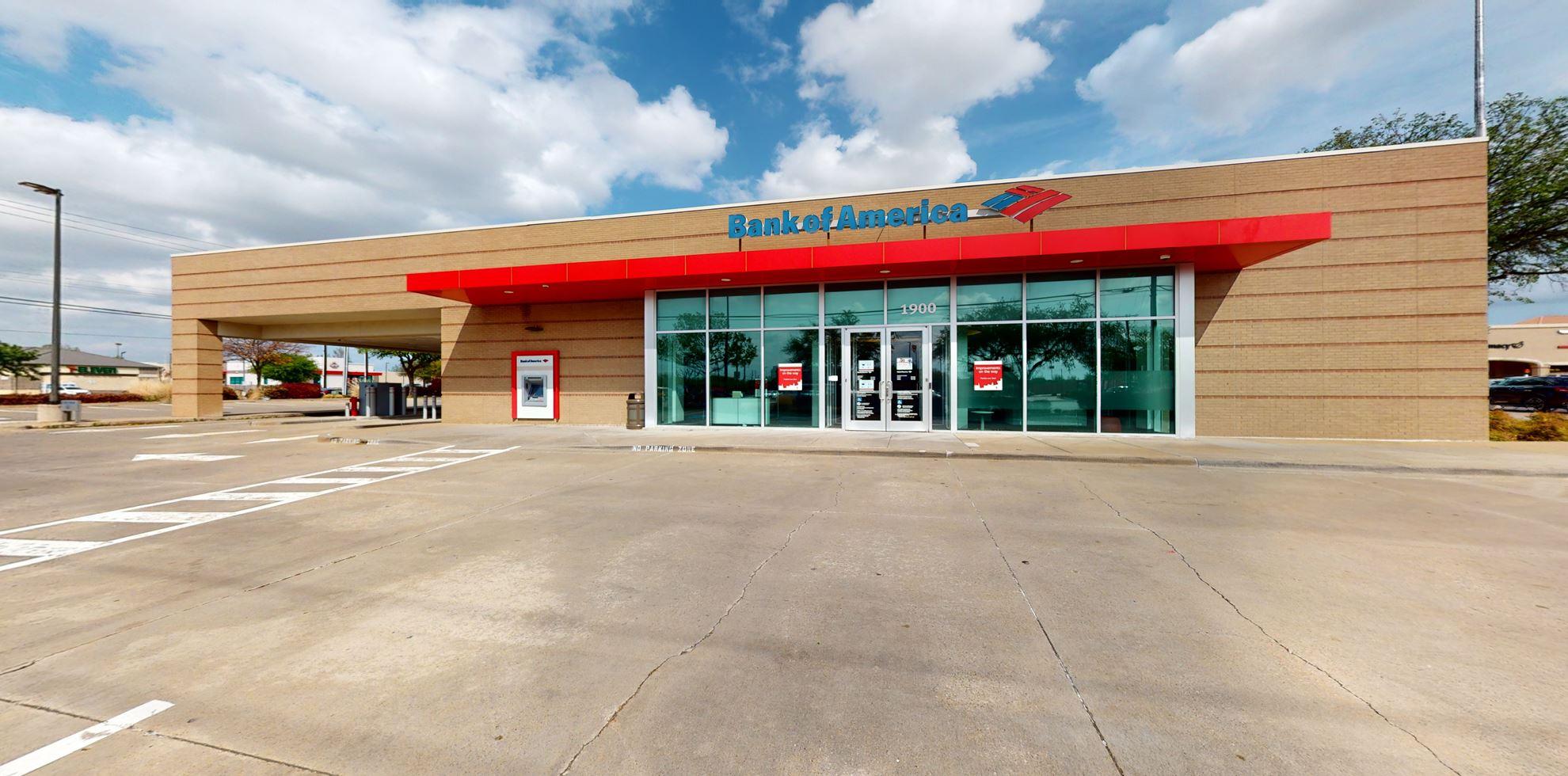 Bank of America financial center with drive-thru ATM | 1900 E Hebron Pkwy, Carrollton, TX 75007