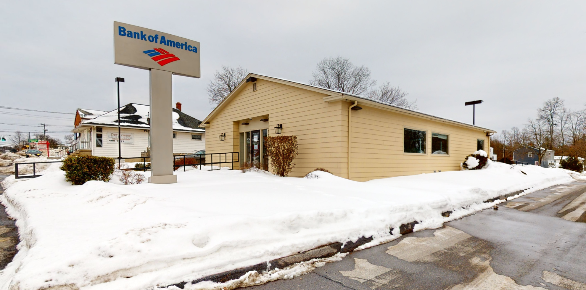 Bank of America financial center with drive-thru ATM and teller | 1196 E Main St, Torrington, CT 06790