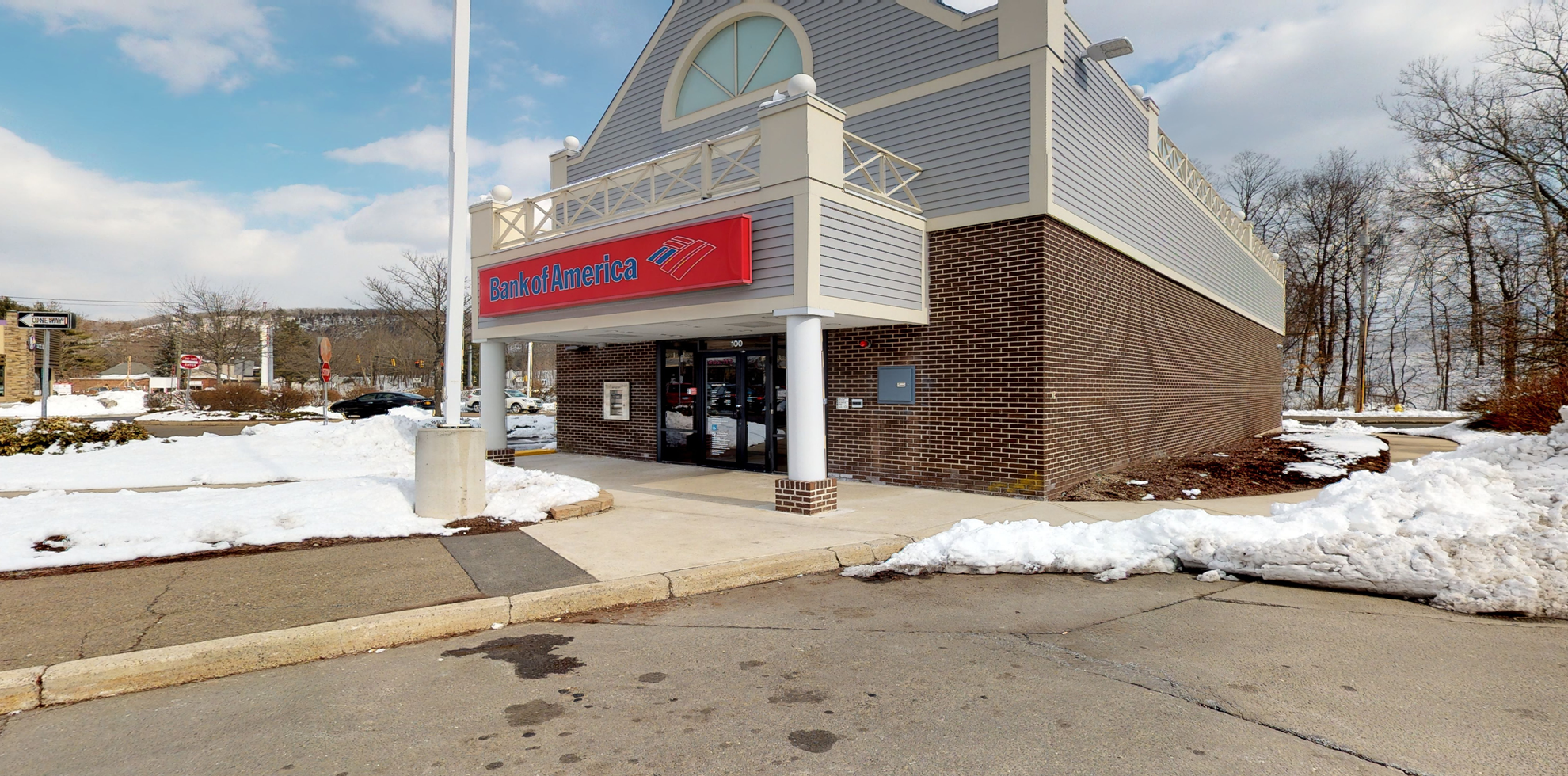 Bank of America financial center with walk-up ATM   100 Amity Rd, New Haven, CT 06515