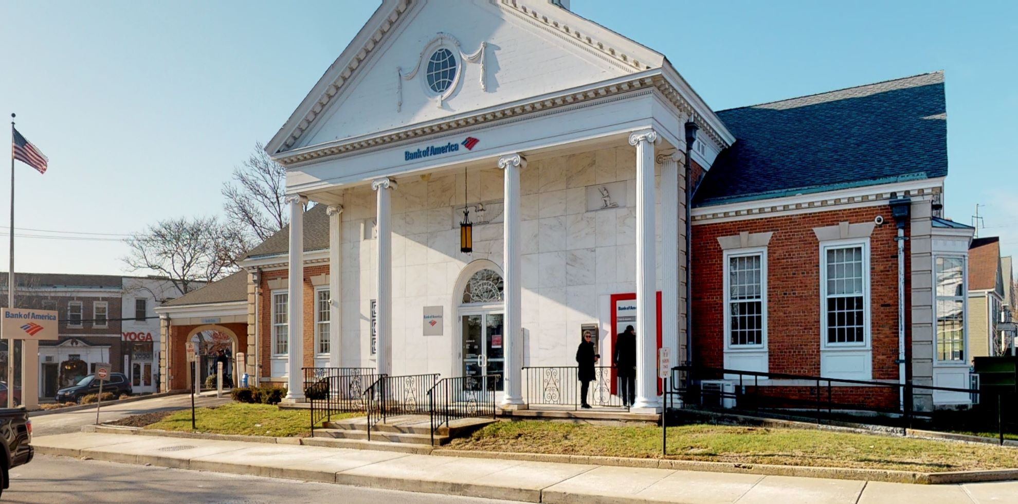 Bank of America financial center with drive-thru ATM | 1366 Post Rd, Fairfield, CT 06824