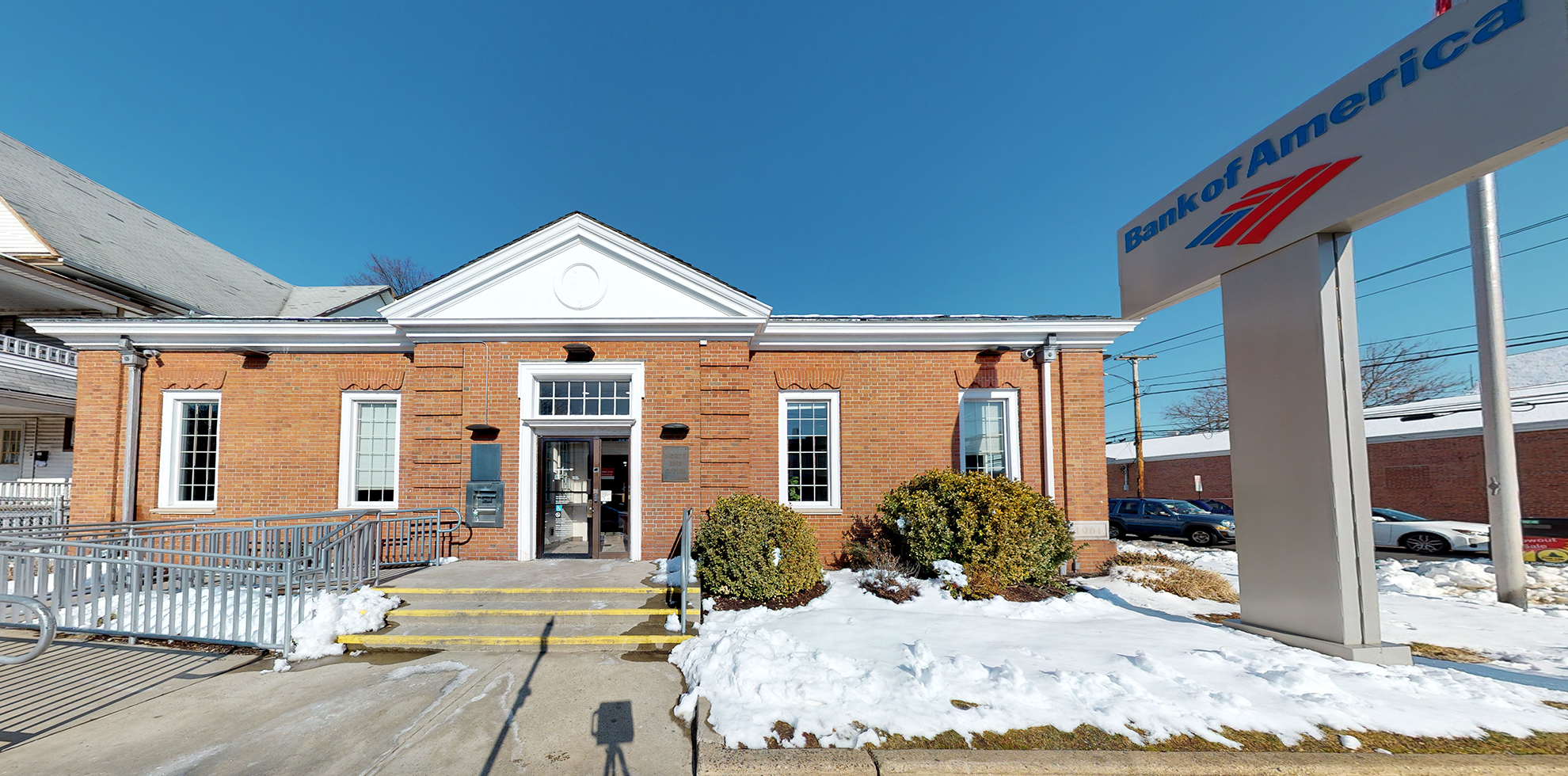 Bank of America financial center with drive-thru ATM | 2500 Main St, Bridgeport, CT 06606
