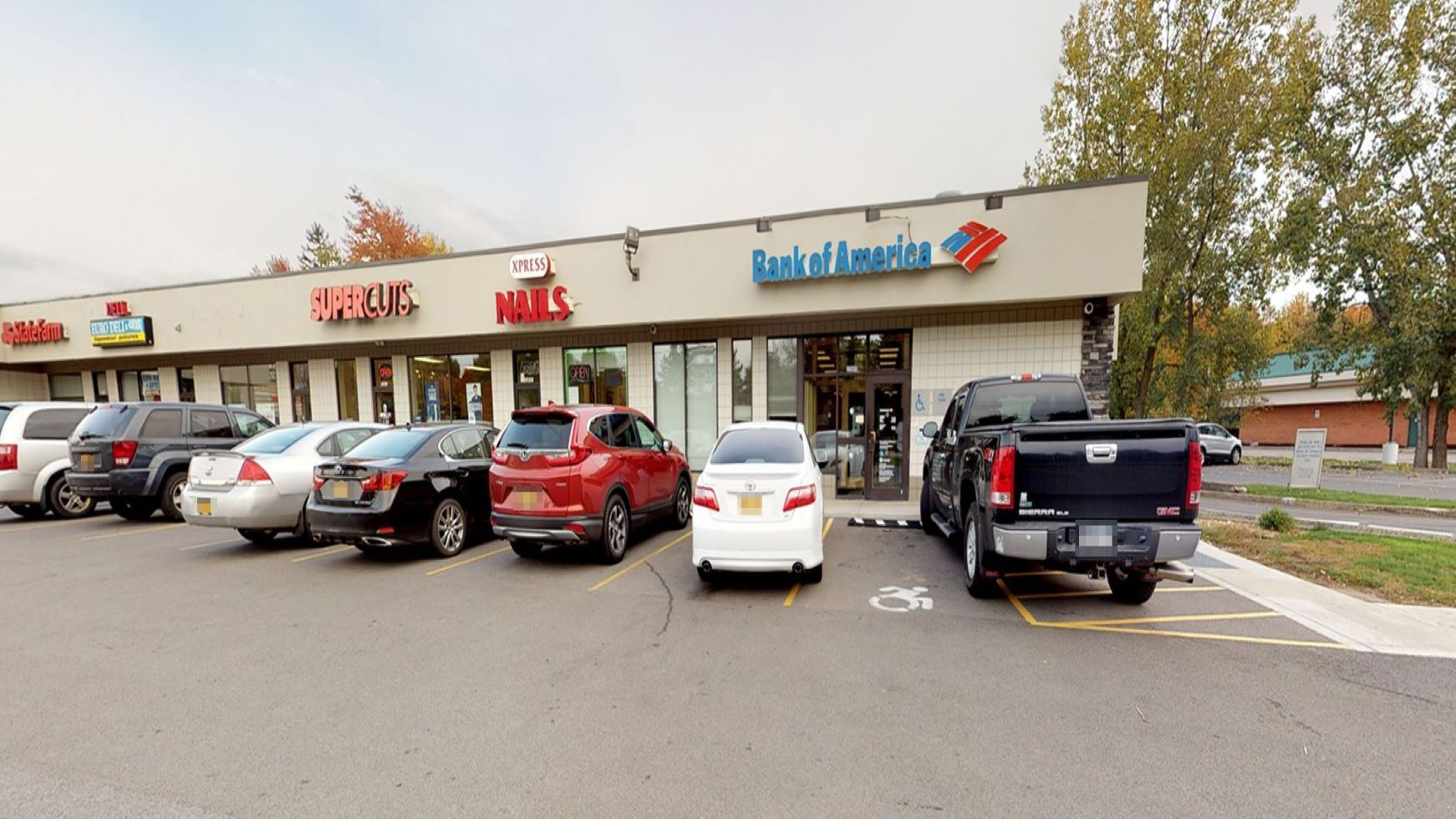 Bank of America financial center with walk-up ATM | 2305 Millersport Hwy, Getzville, NY 14068