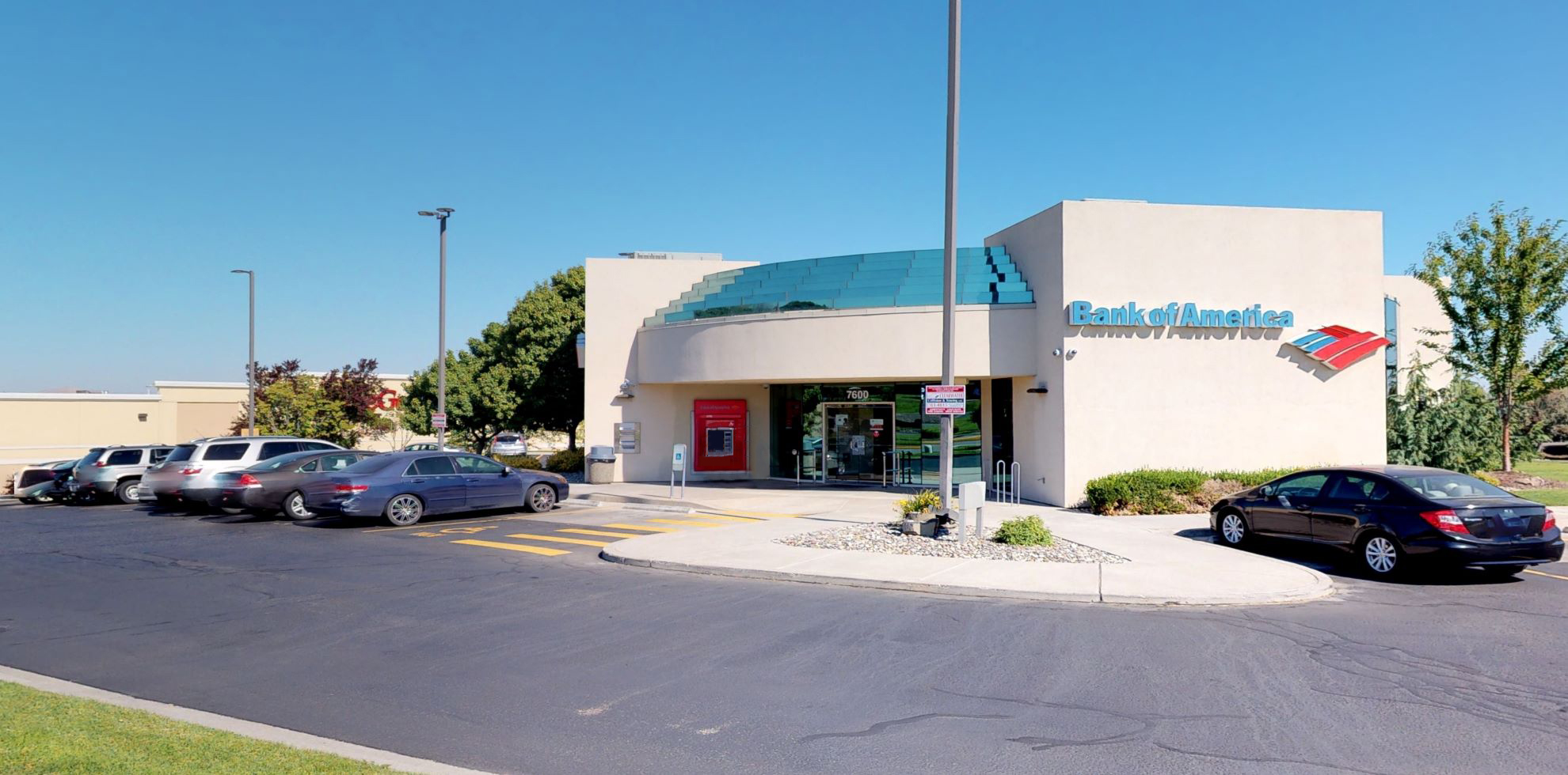 Bank of America financial center with drive-thru ATM and teller | 7600 W Quinault Ave, Kennewick, WA 99336