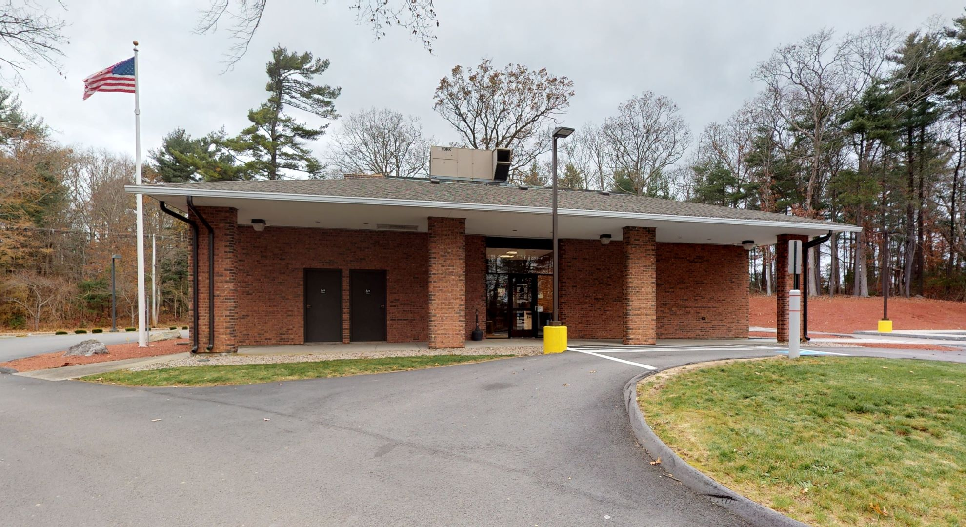 Bank of America financial center with drive-thru ATM and teller | 71 Faunce Corner Rd, North Dartmouth, MA 02747