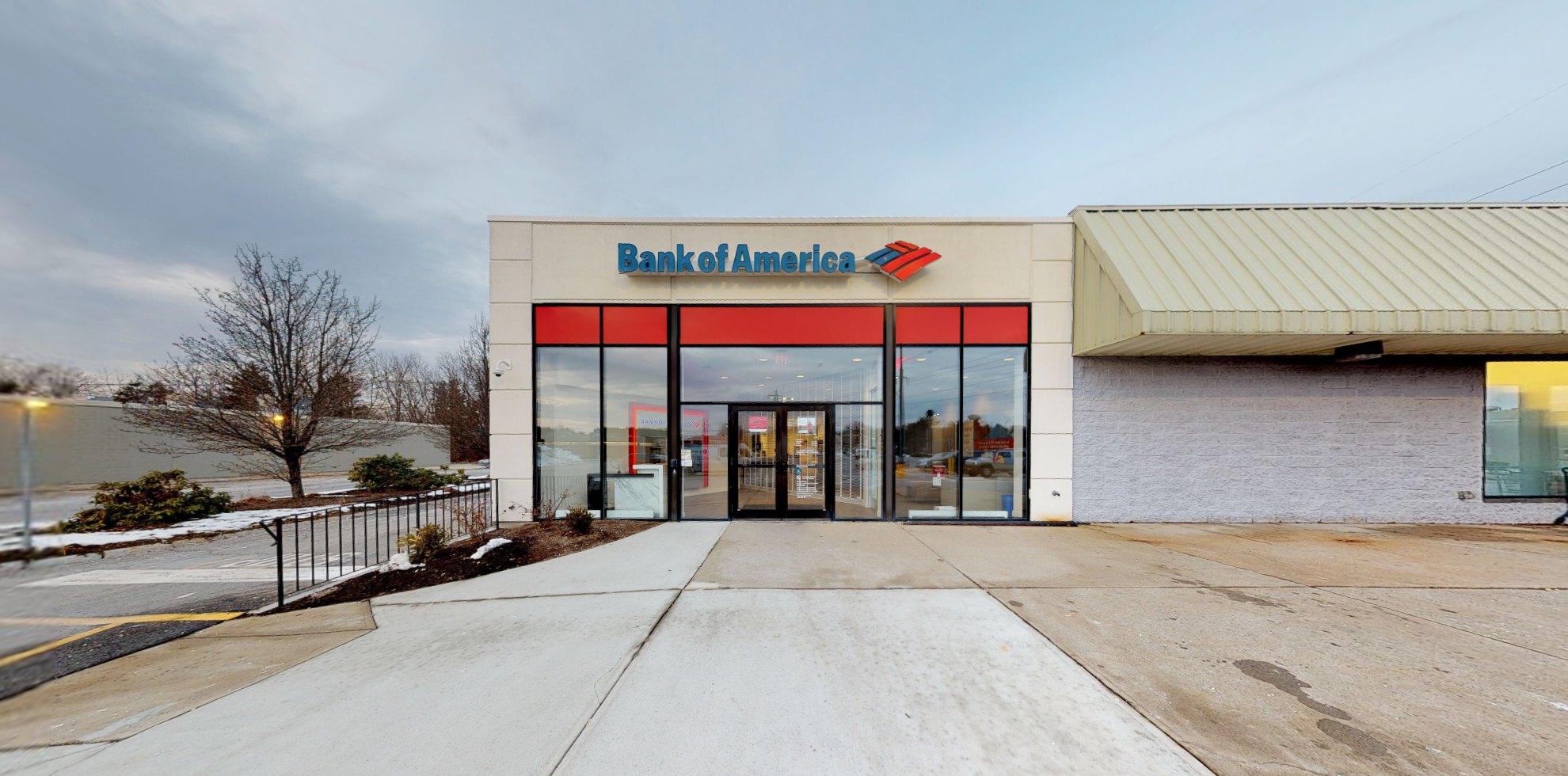 Bank of America financial center with drive-thru ATM | 300 Route 44, Raynham, MA 02767