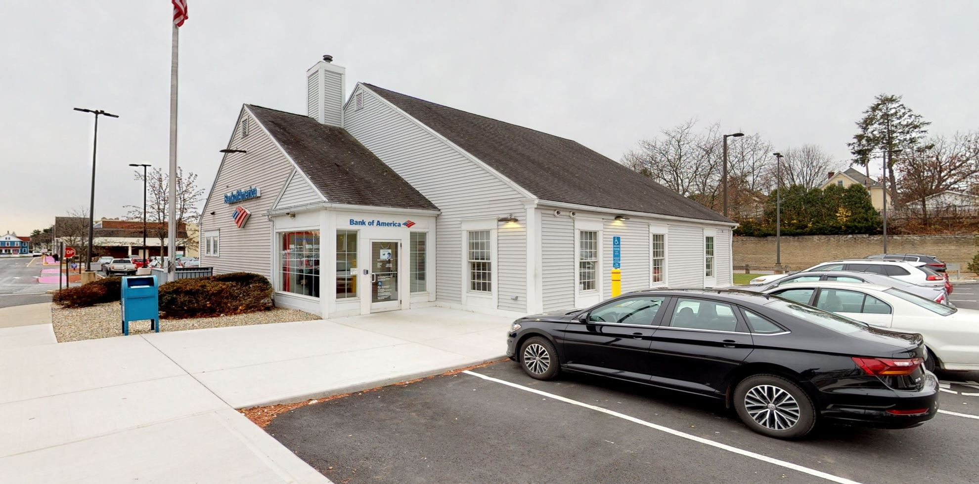 Bank of America financial center with drive-thru ATM | 40 Lincoln St, Holyoke, MA 01040