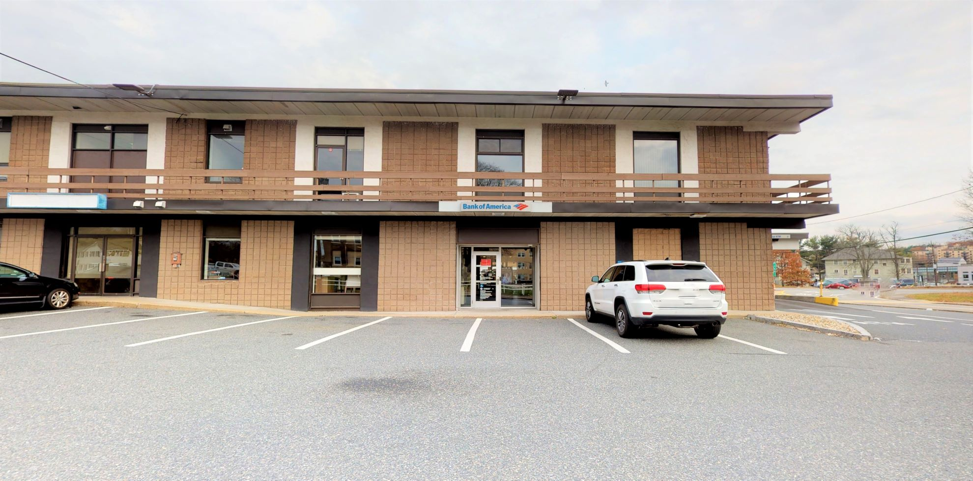 Bank of America financial center with drive-thru ATM | 41 Beacon St, Framingham, MA 01701