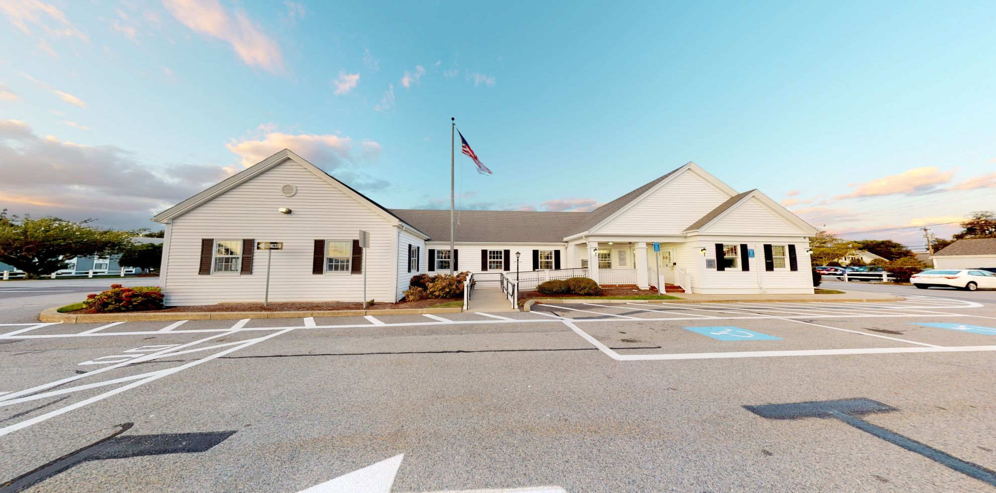 Bank of America financial center with drive-thru ATM and teller | 1326 Main St, South Yarmouth, MA 02664