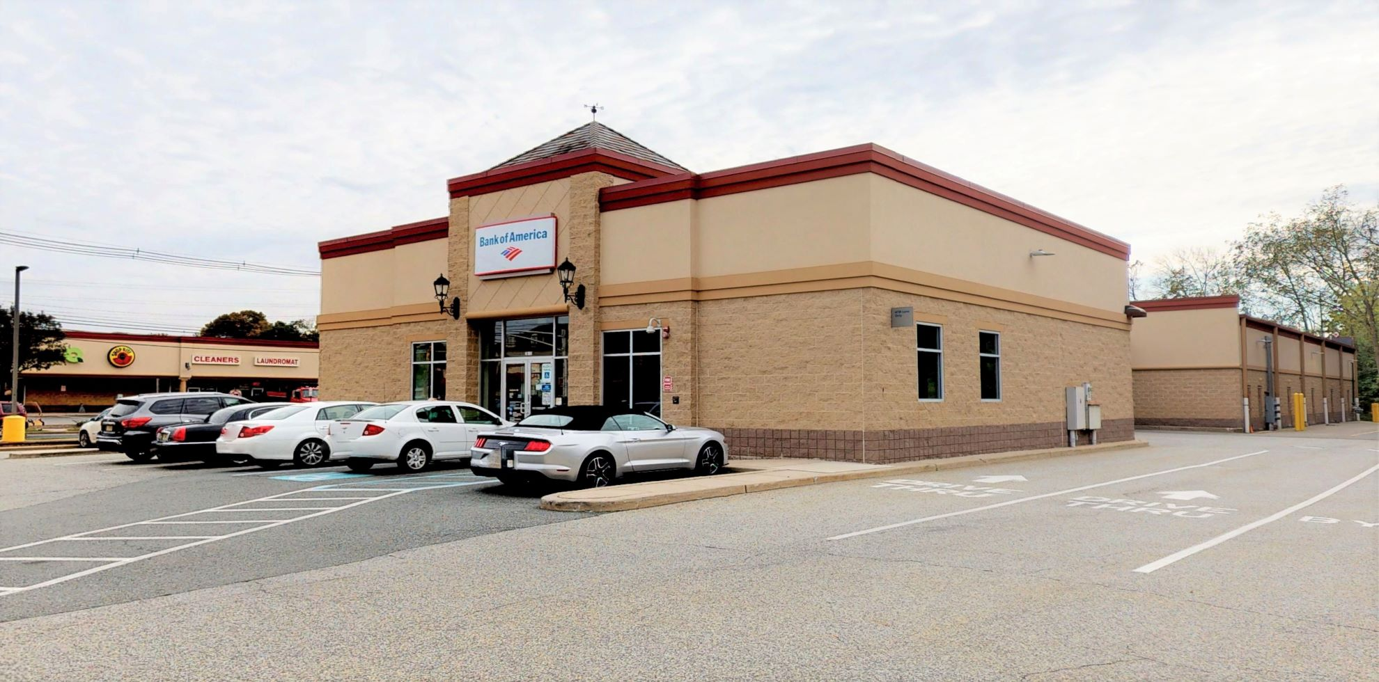 Bank of America financial center with drive-thru ATM   78 Main St STE 10, Hackettstown, NJ 07840