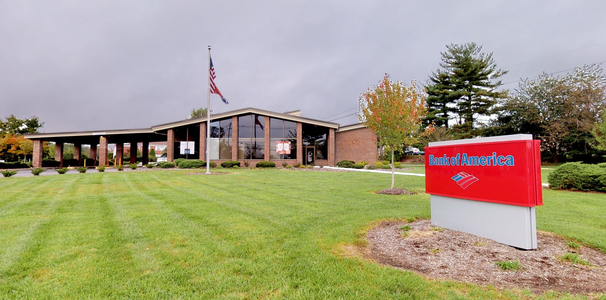 Bank of America financial center with drive-thru ATM | 80 Chestnut Ridge Rd, Montvale, NJ 07645