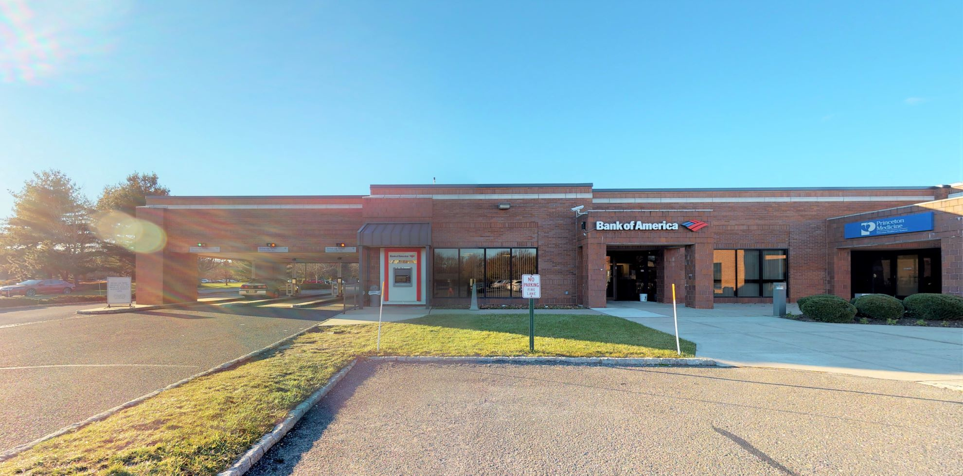 Bank of America financial center with drive-thru ATM and teller | 2 Centre Dr, Monroe Township, NJ 08831