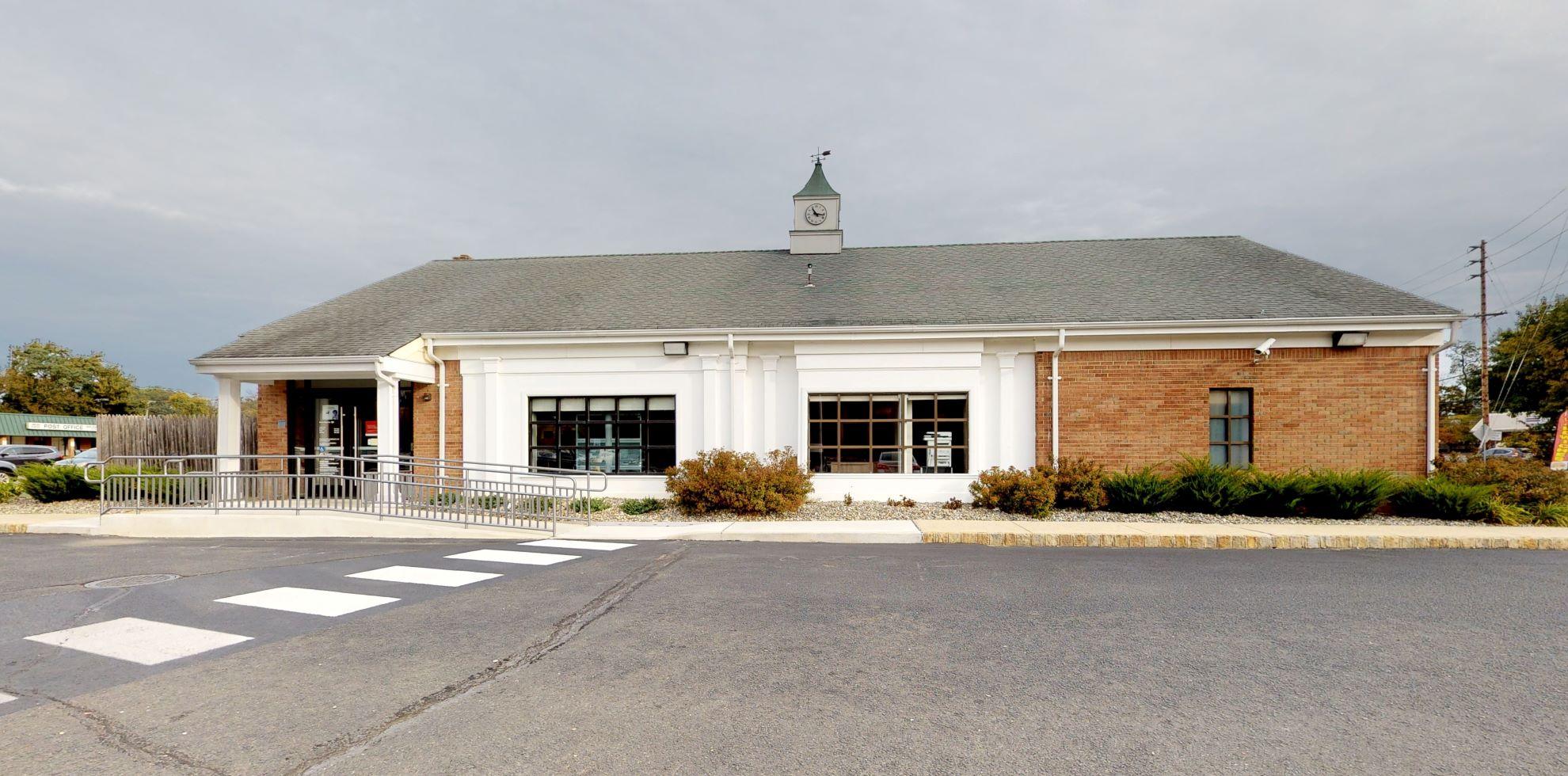 Bank of America financial center with drive-thru ATM | 6 S Main St, Marlboro, NJ 07746