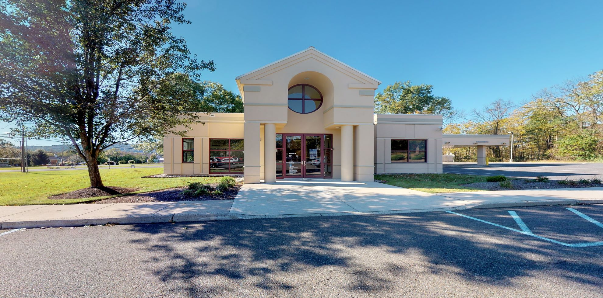 Bank of America financial center with drive-thru ATM | 396 US Highway 22 W, Whitehouse Station, NJ 08889
